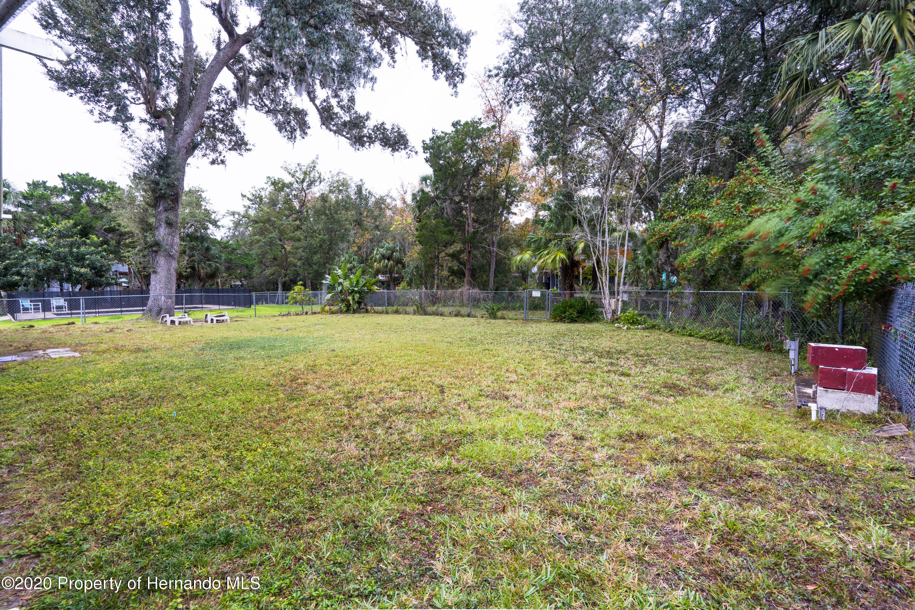 Listing photo id 10 for 6107 Avenue Of The Palms