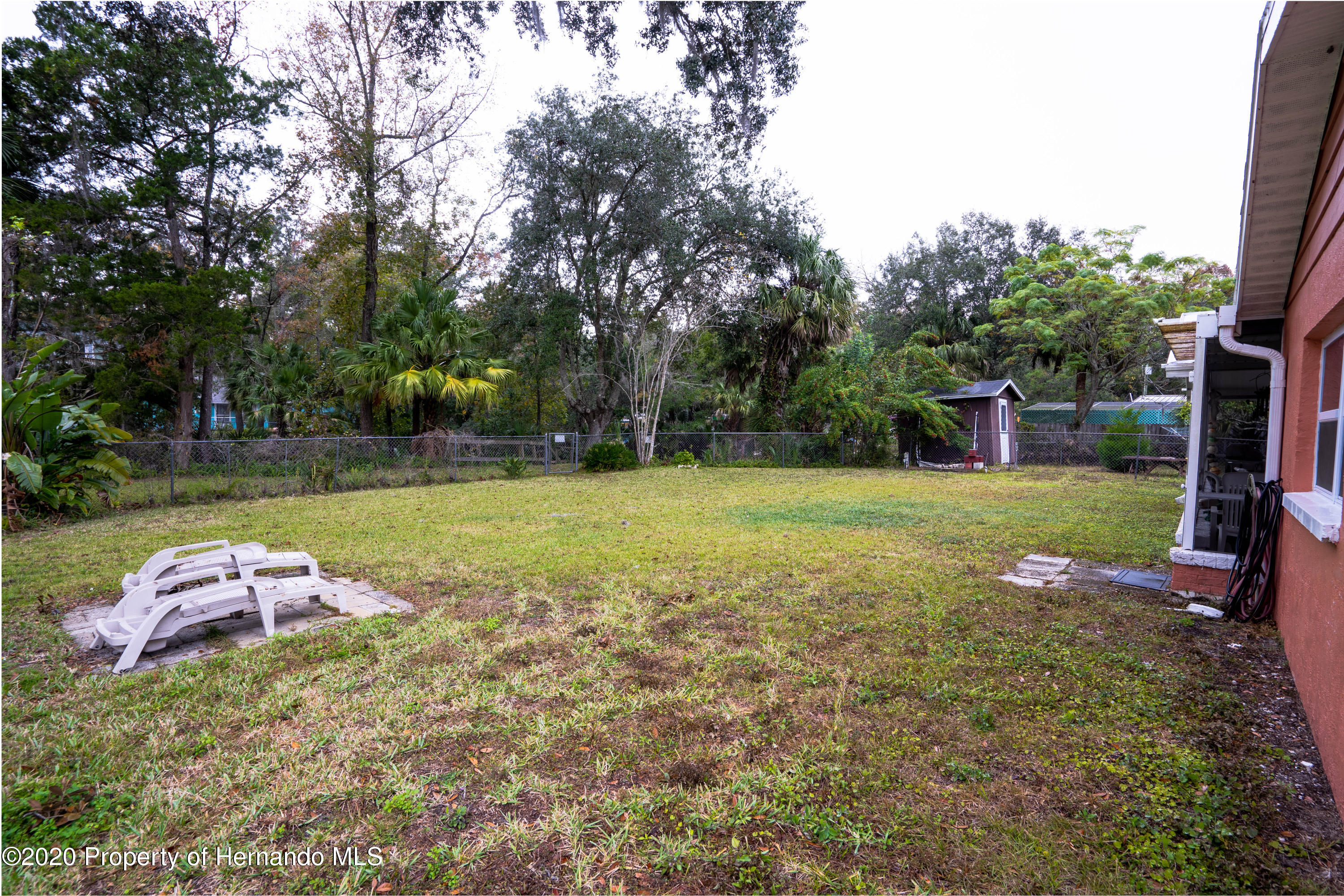 Listing photo id 11 for 6107 Avenue Of The Palms