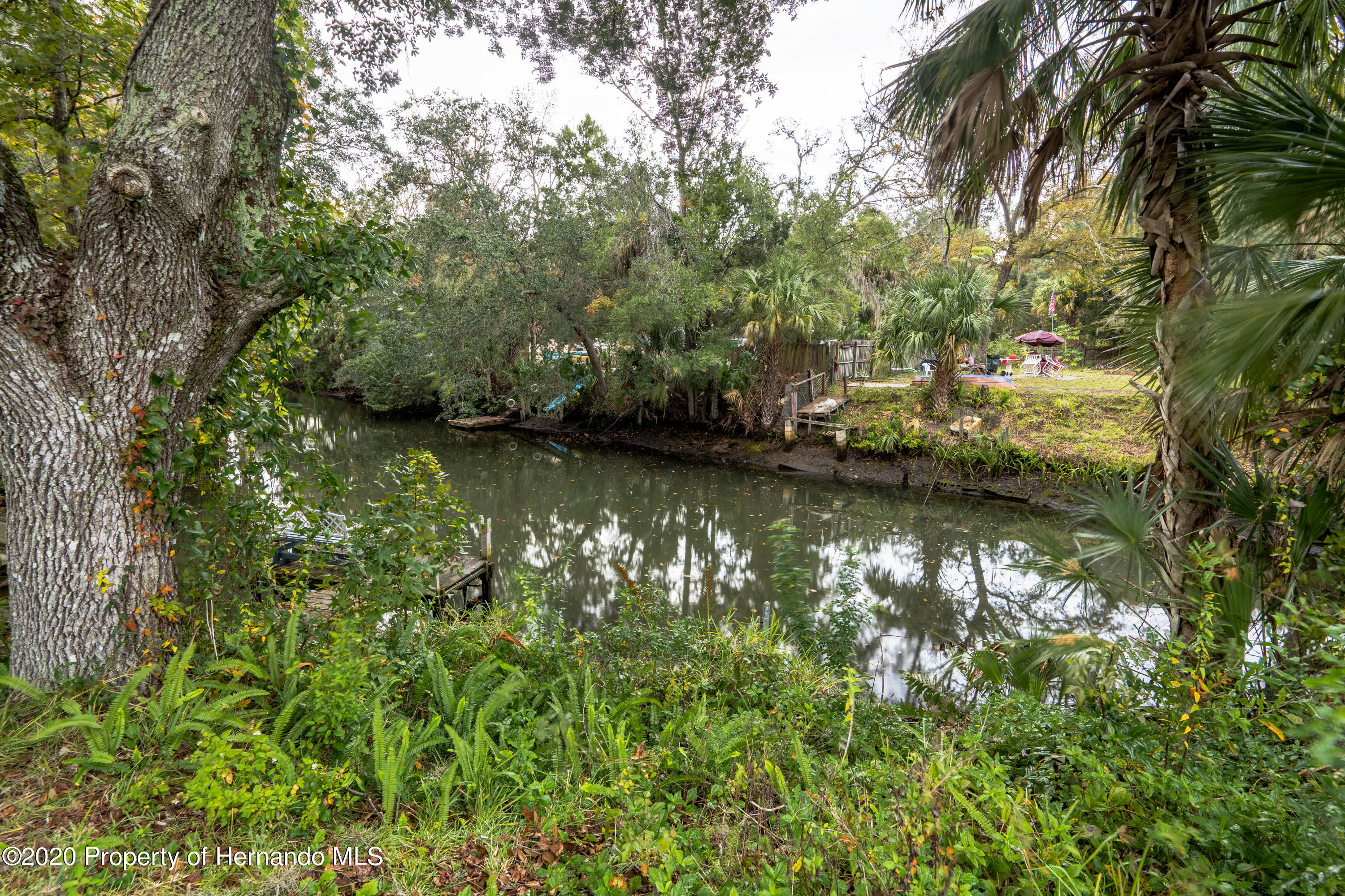 Listing photo id 16 for 6107 Avenue Of The Palms