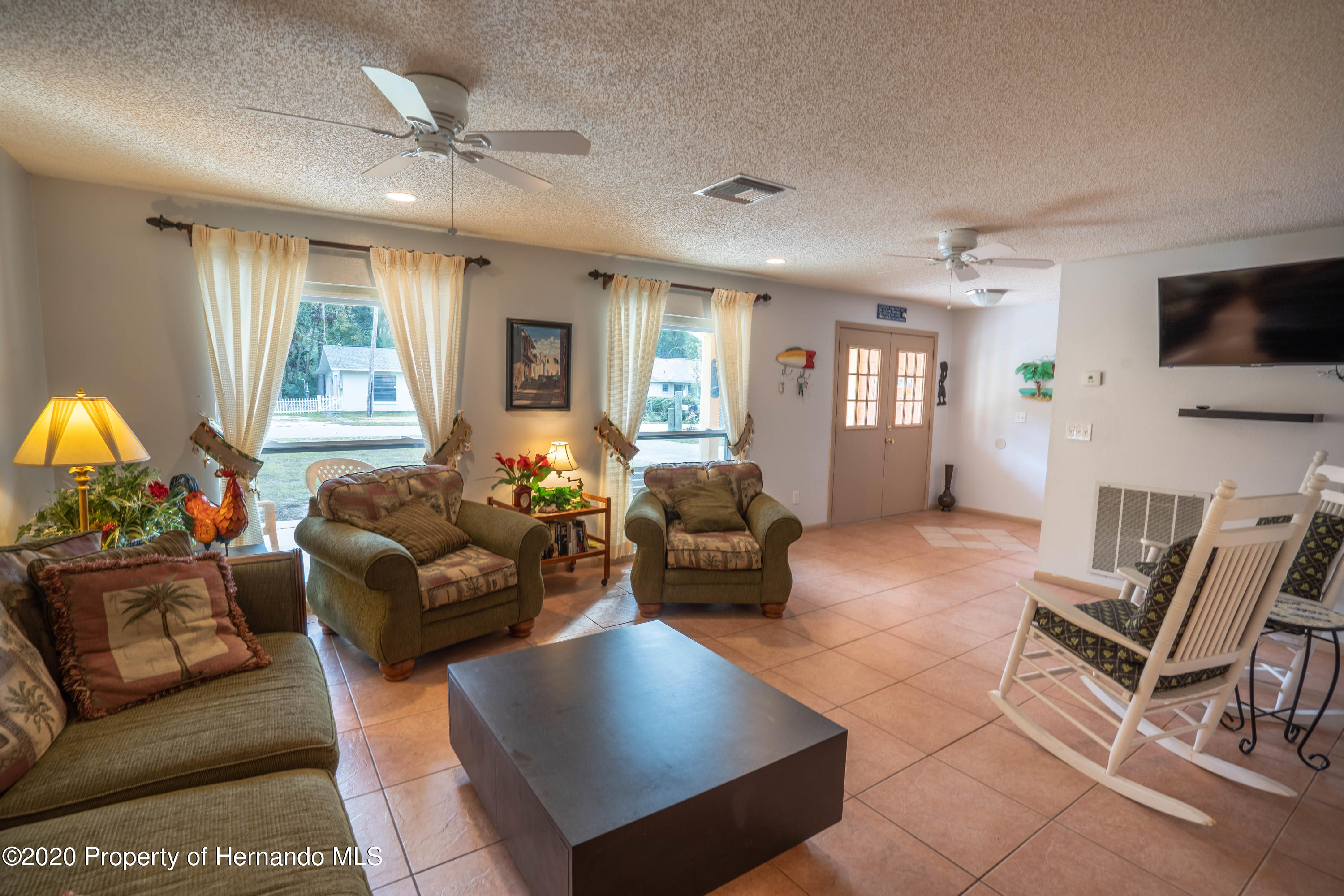 Listing photo id 21 for 6107 Avenue Of The Palms