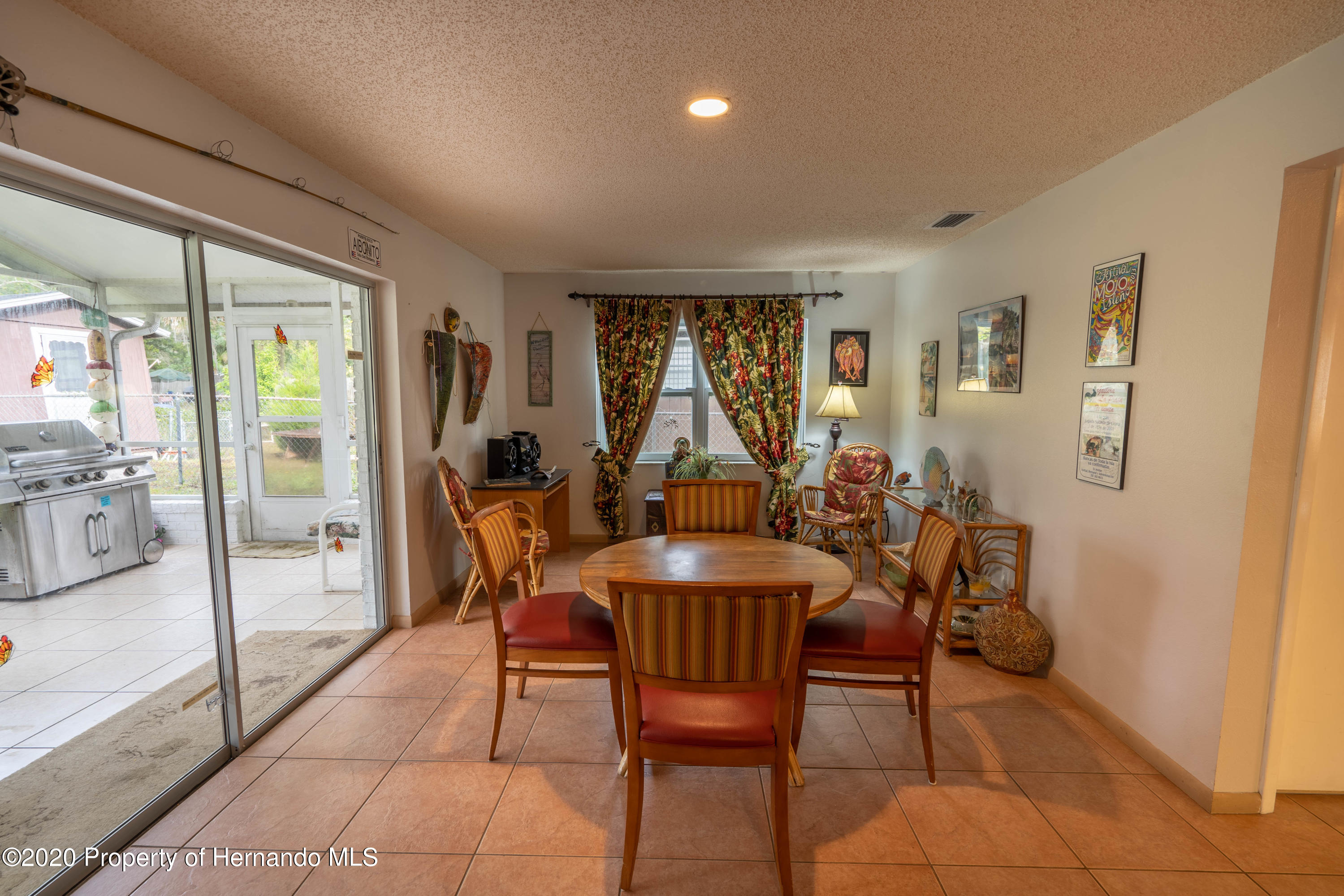 Listing photo id 22 for 6107 Avenue Of The Palms