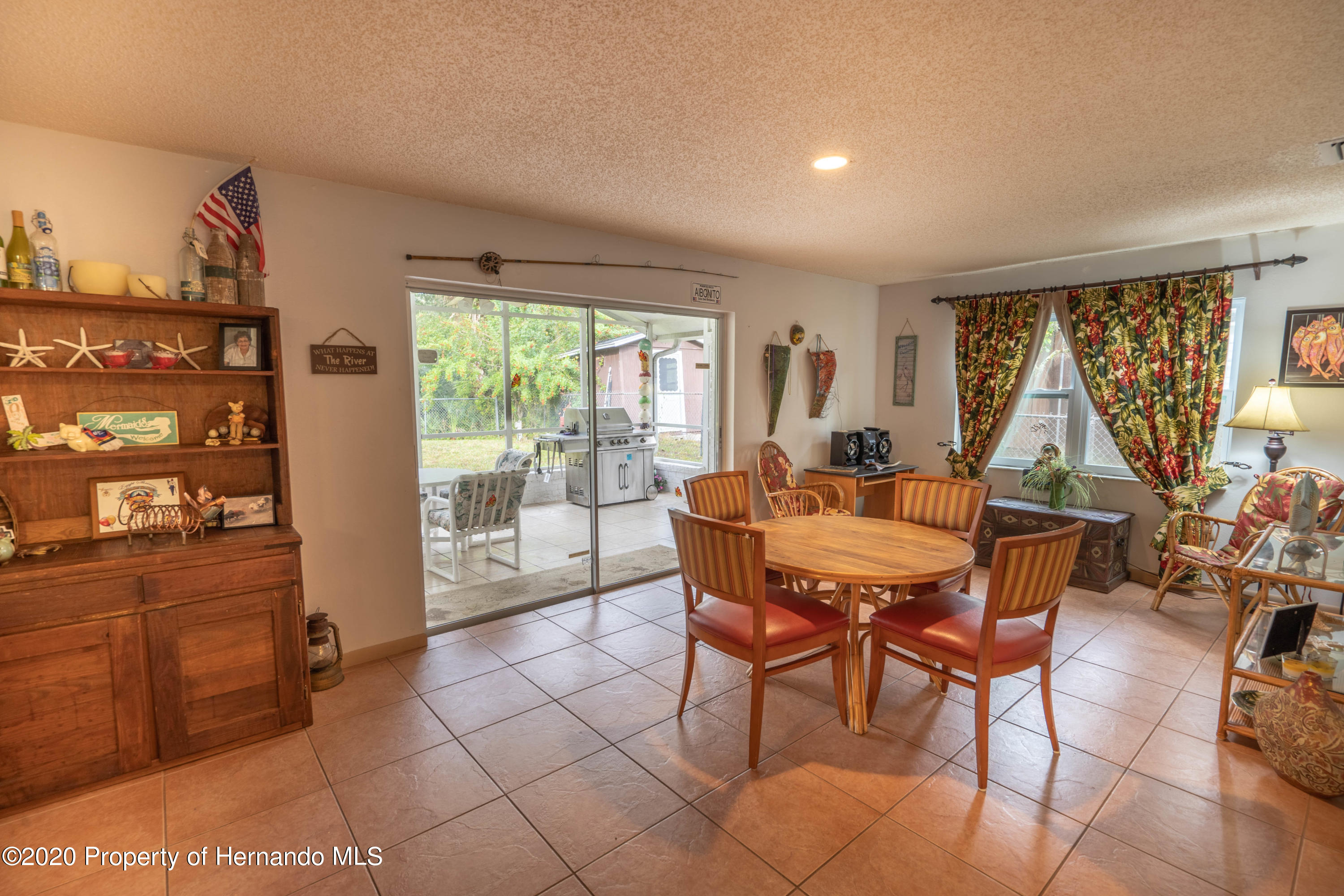 Listing photo id 23 for 6107 Avenue Of The Palms