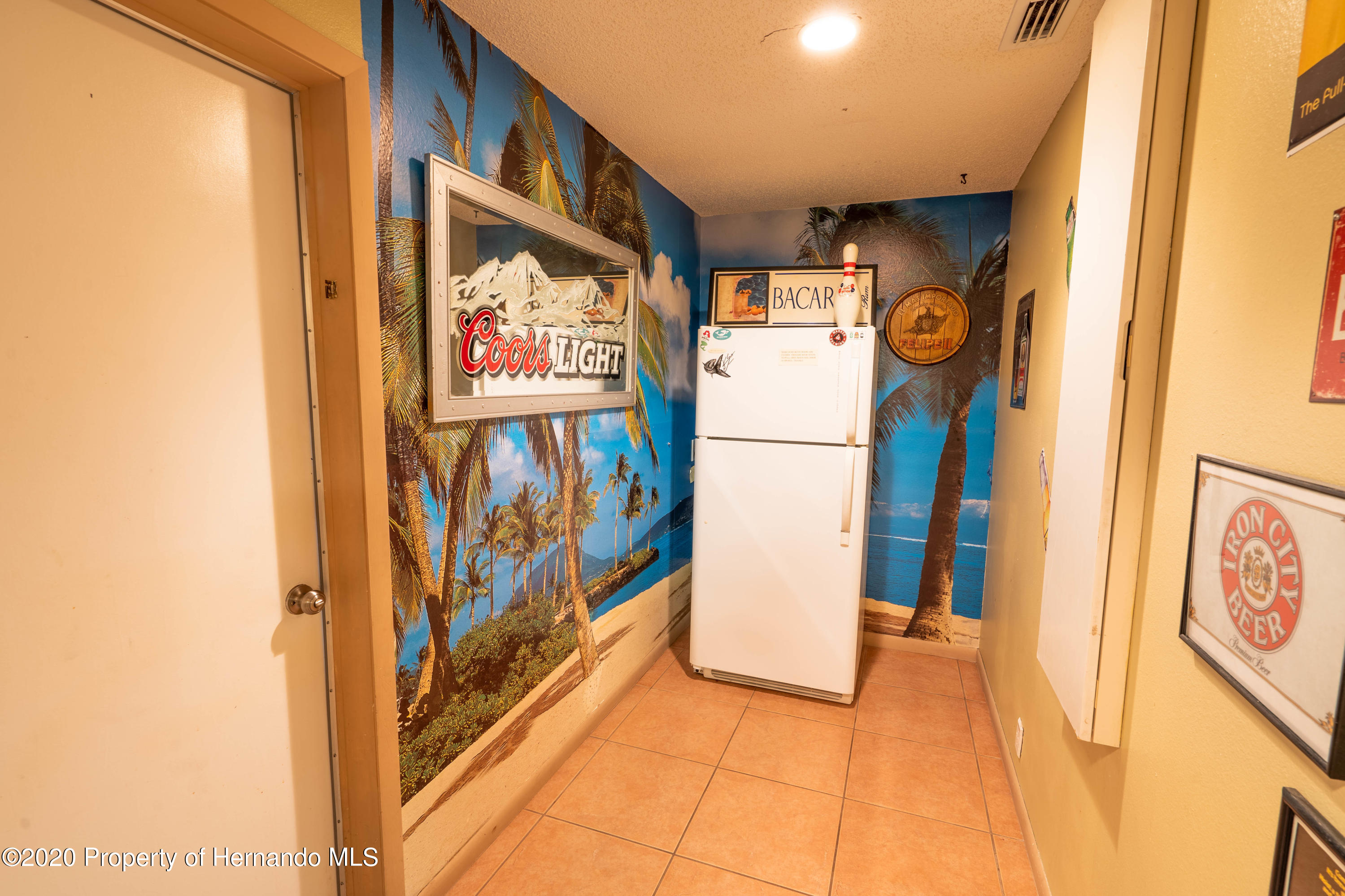 Listing photo id 26 for 6107 Avenue Of The Palms
