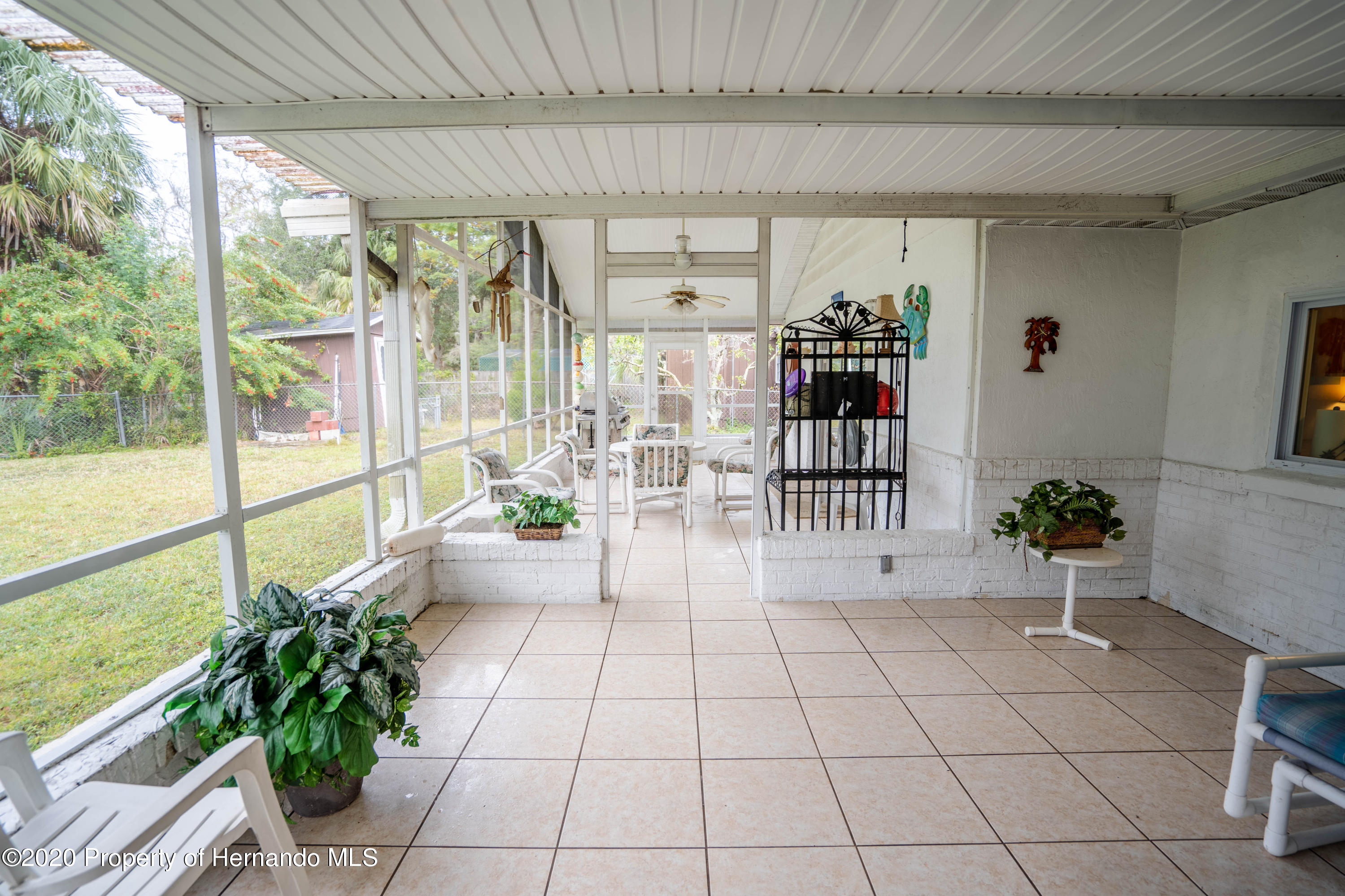 Listing photo id 36 for 6107 Avenue Of The Palms