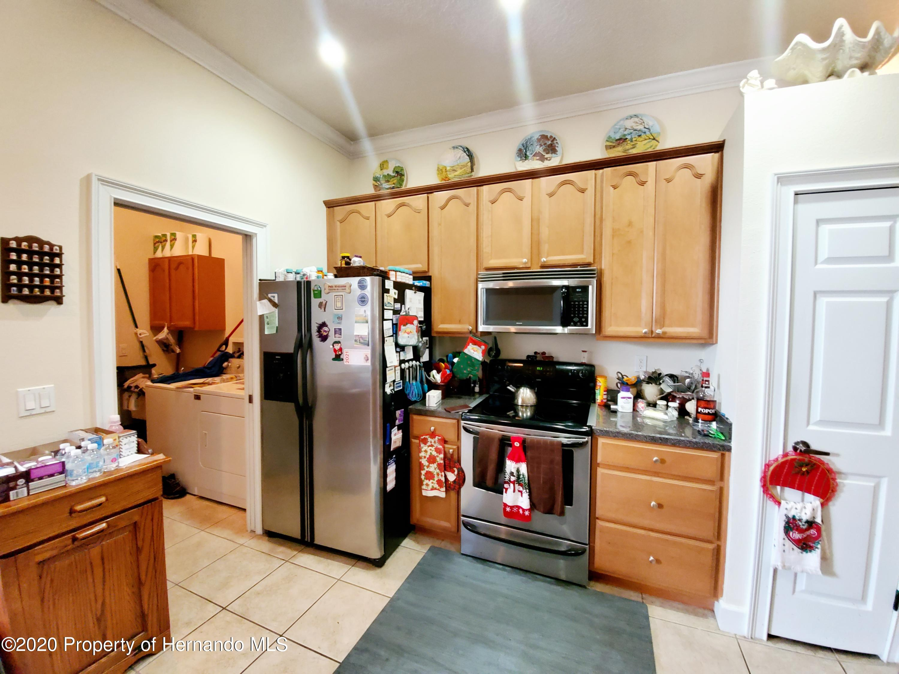 Listing photo id 11 for 5263 Hanford Avenue