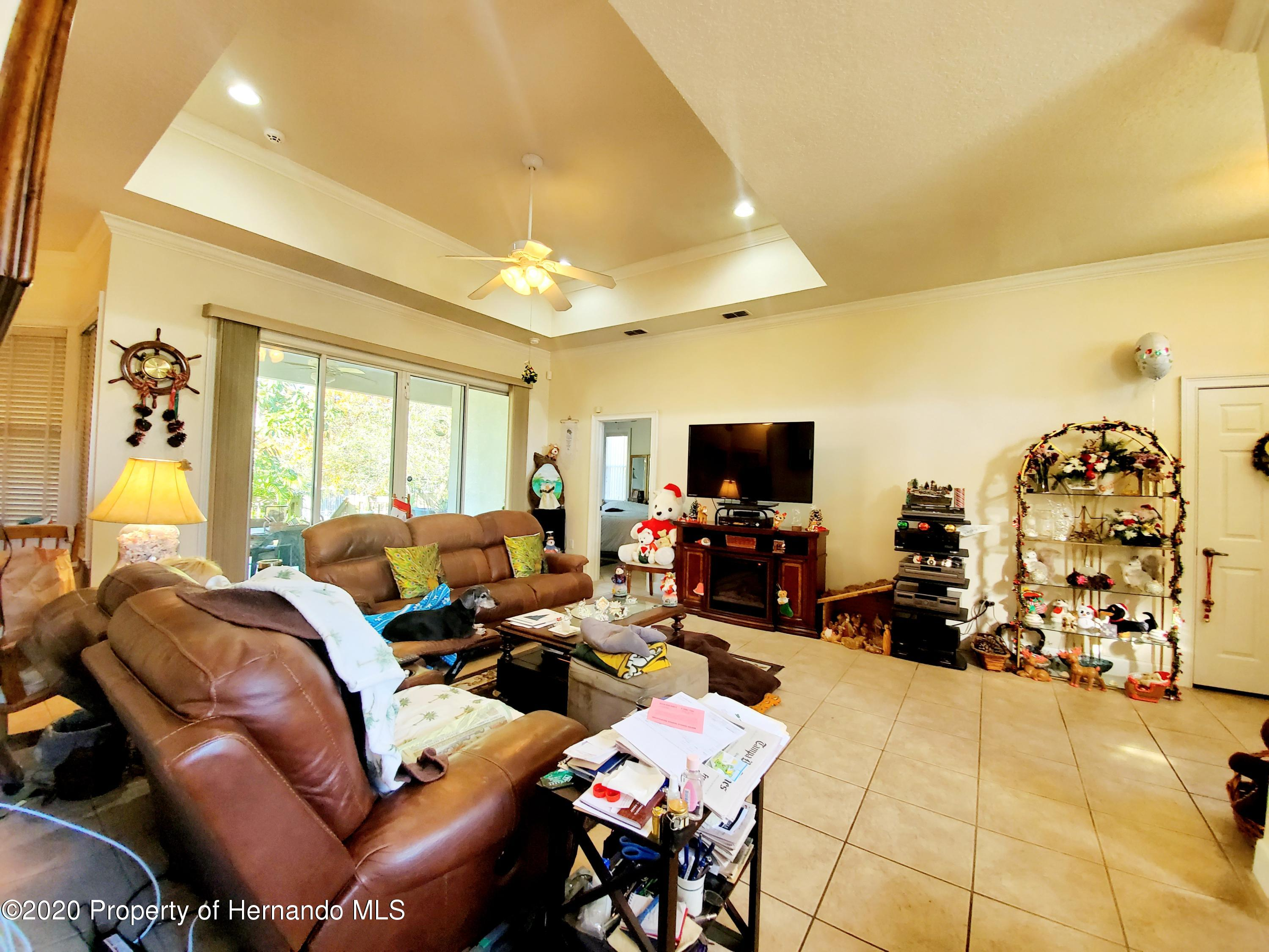 Listing photo id 6 for 5263 Hanford Avenue