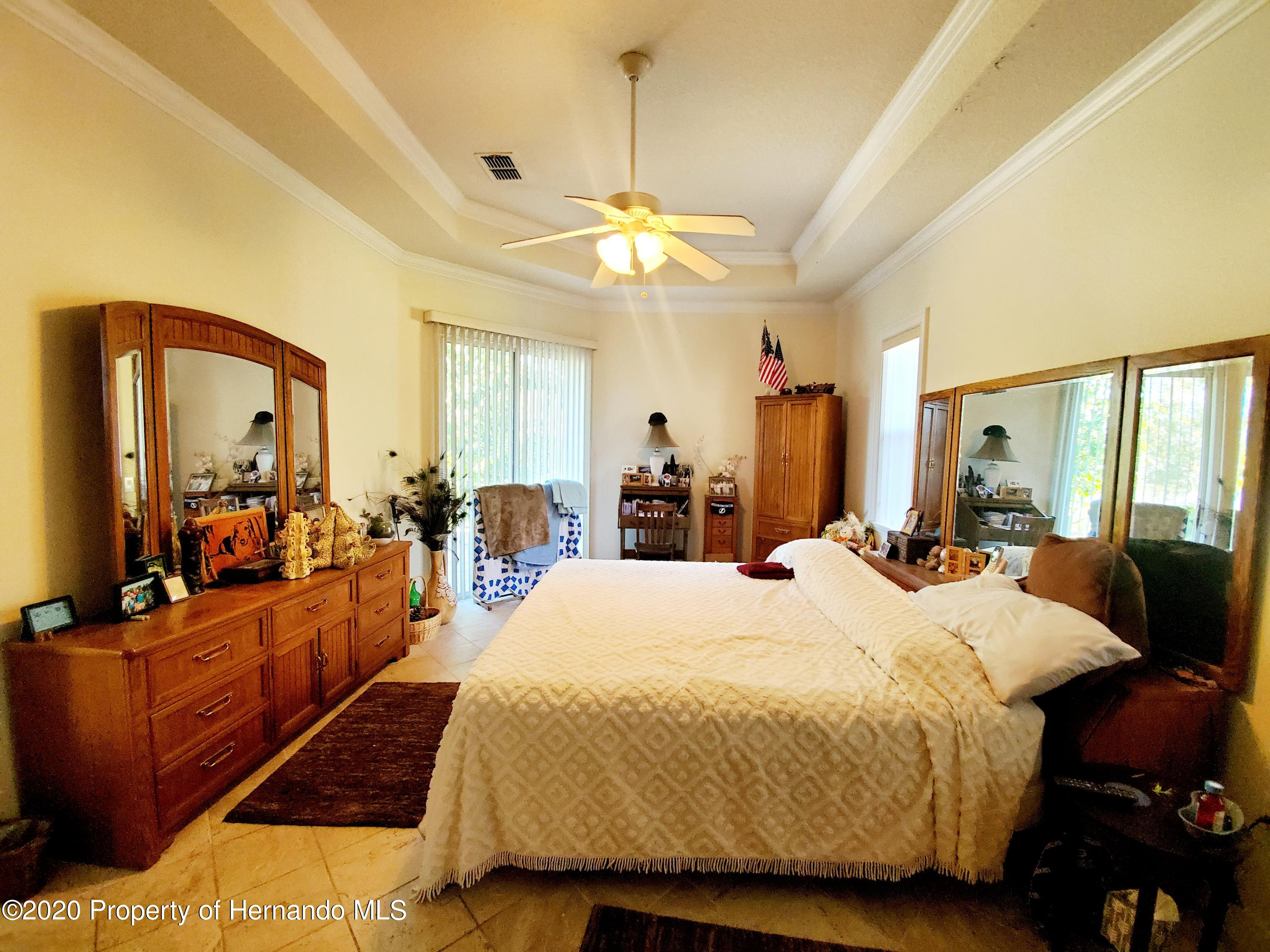 Listing photo id 23 for 5263 Hanford Avenue
