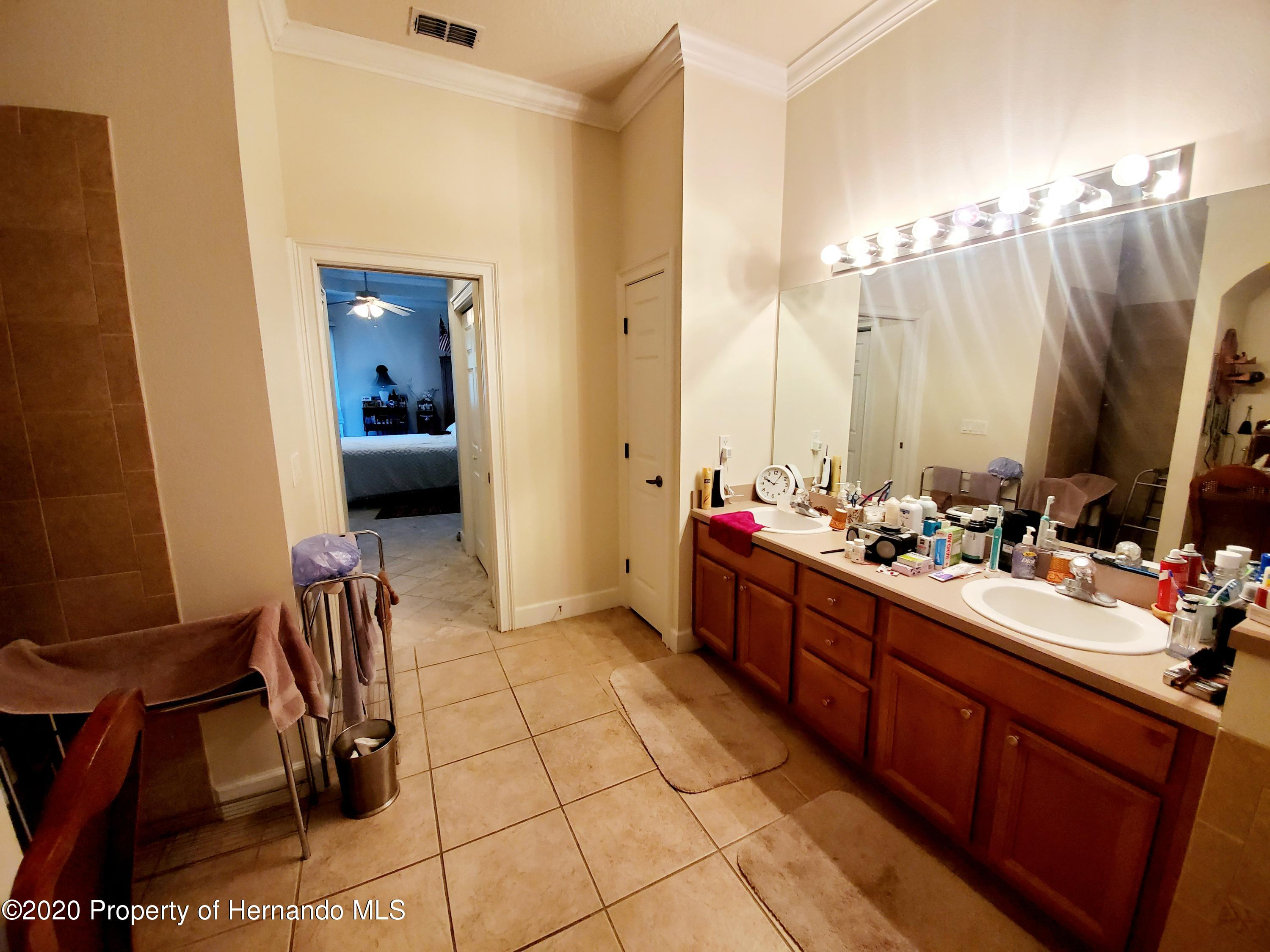 Listing photo id 24 for 5263 Hanford Avenue