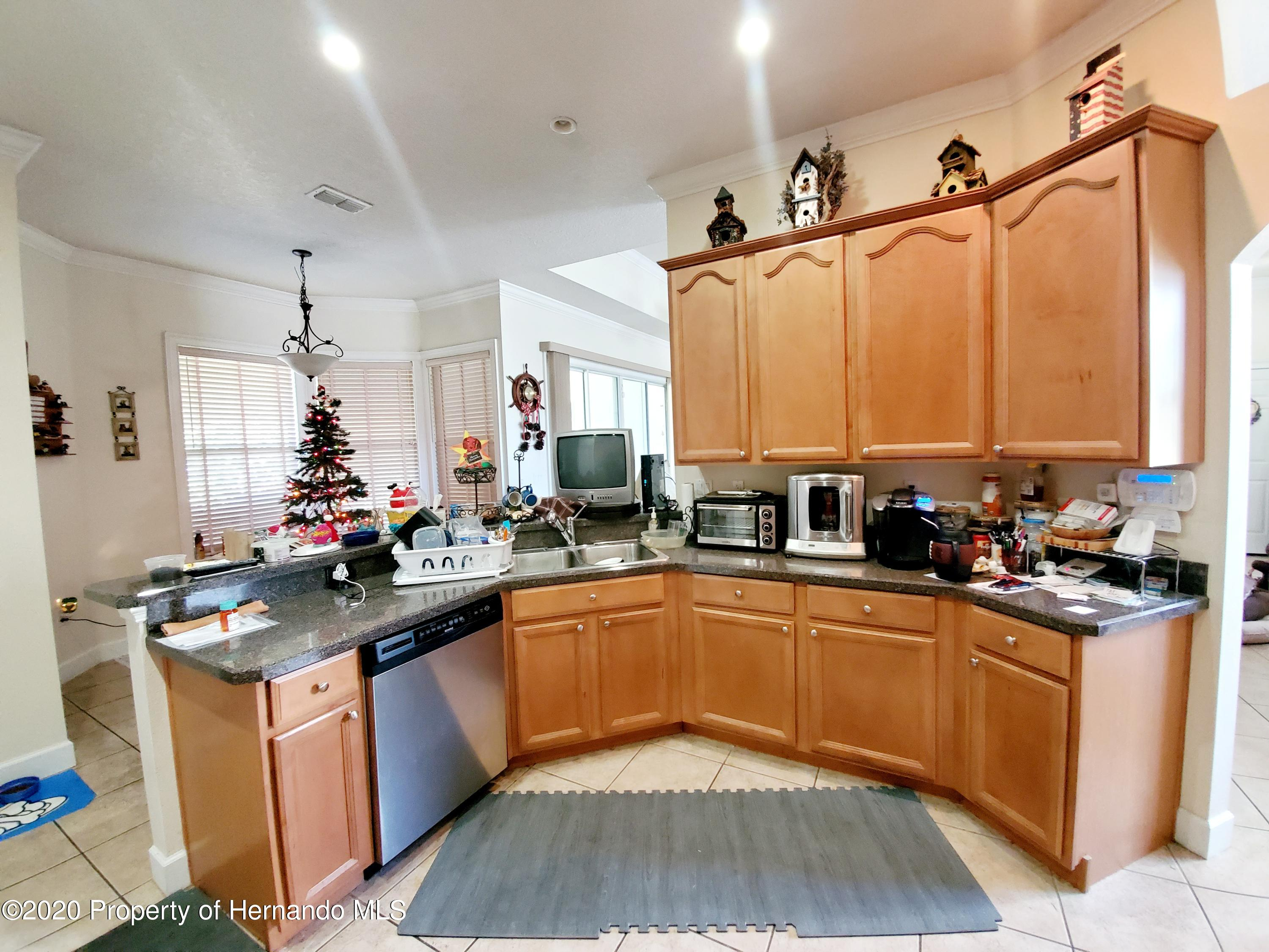 Listing photo id 12 for 5263 Hanford Avenue