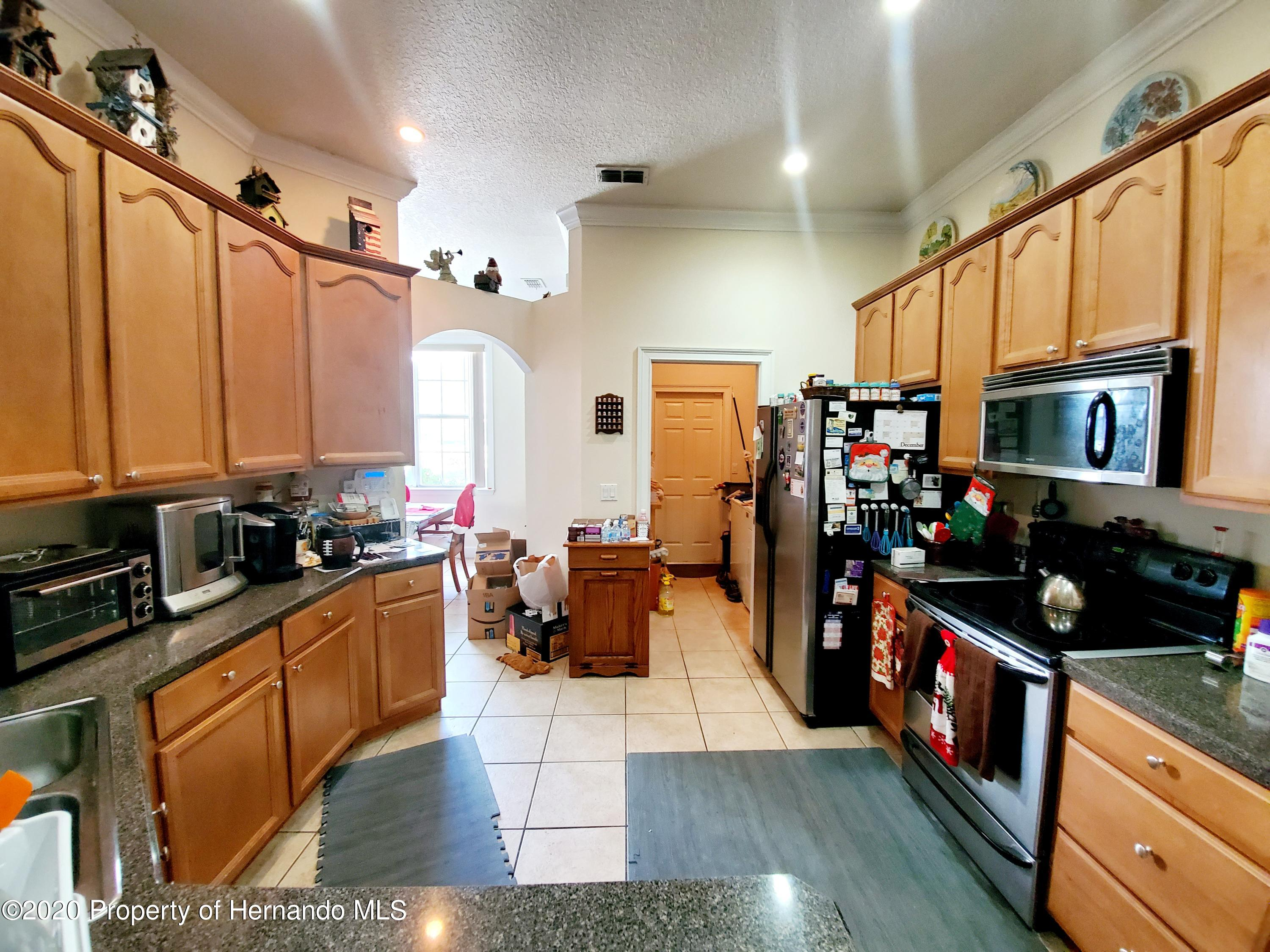 Listing photo id 9 for 5263 Hanford Avenue