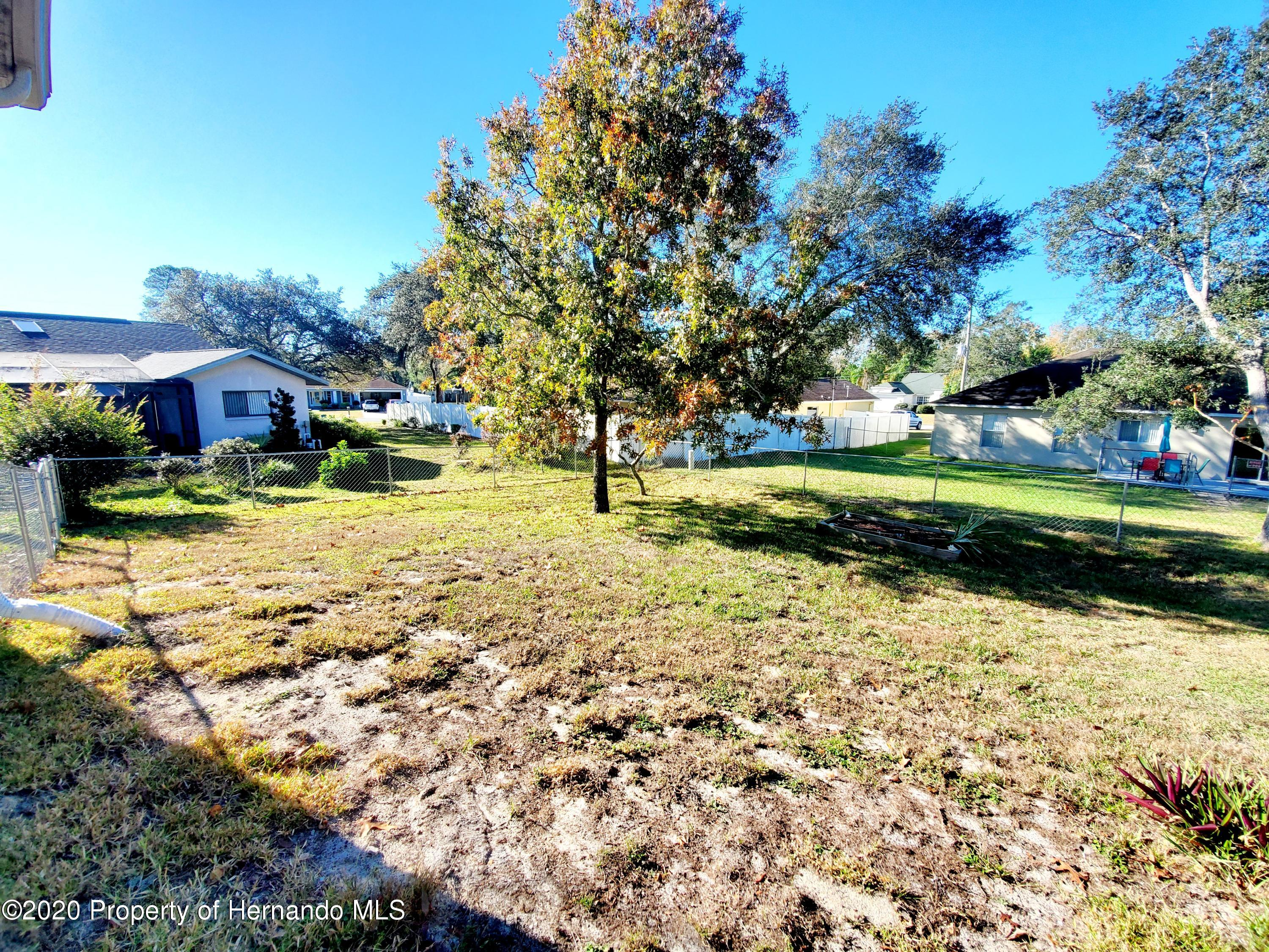 Listing photo id 31 for 5263 Hanford Avenue