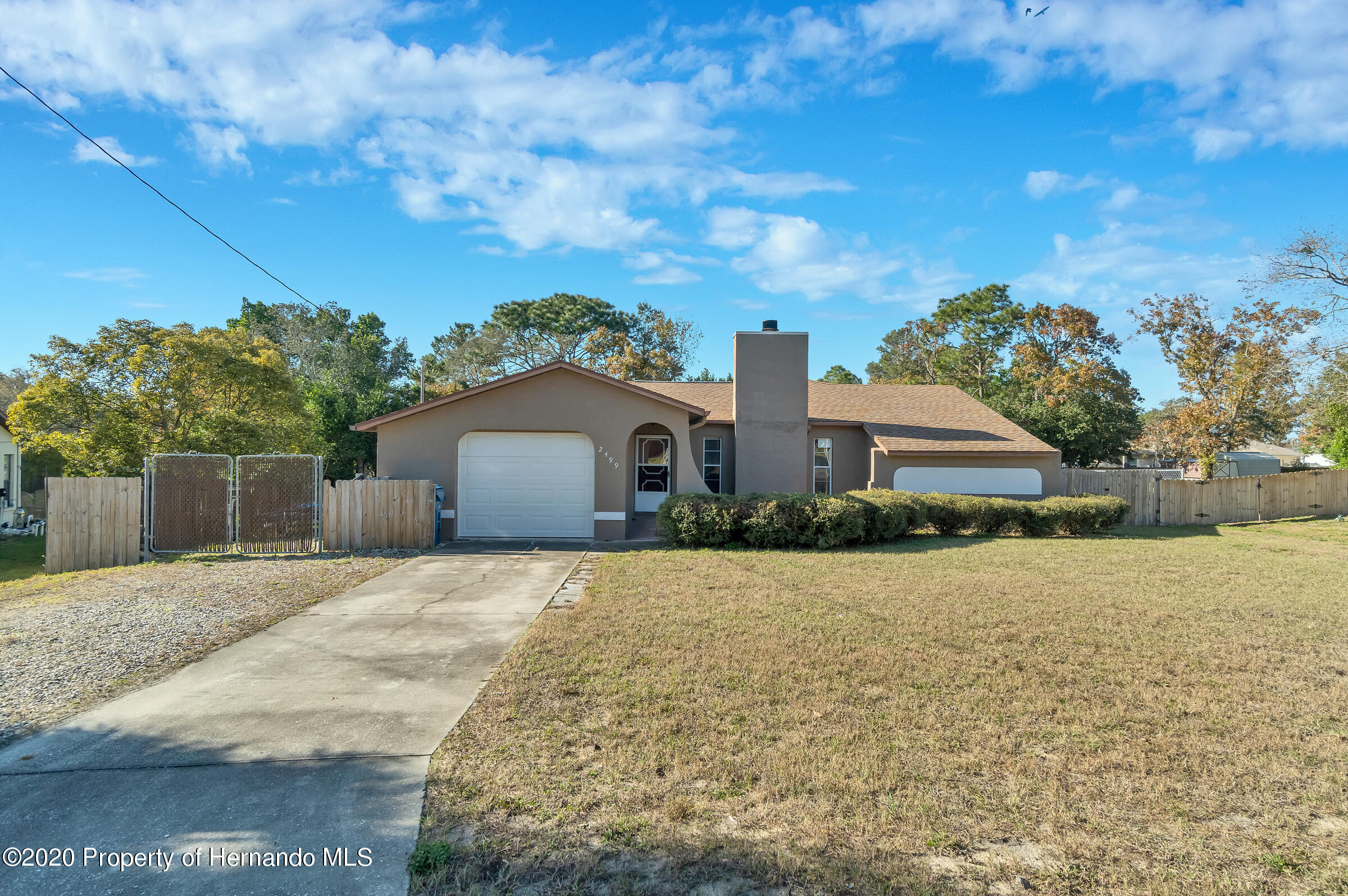 Listing photo id 1 for 2499 Keeport Drive