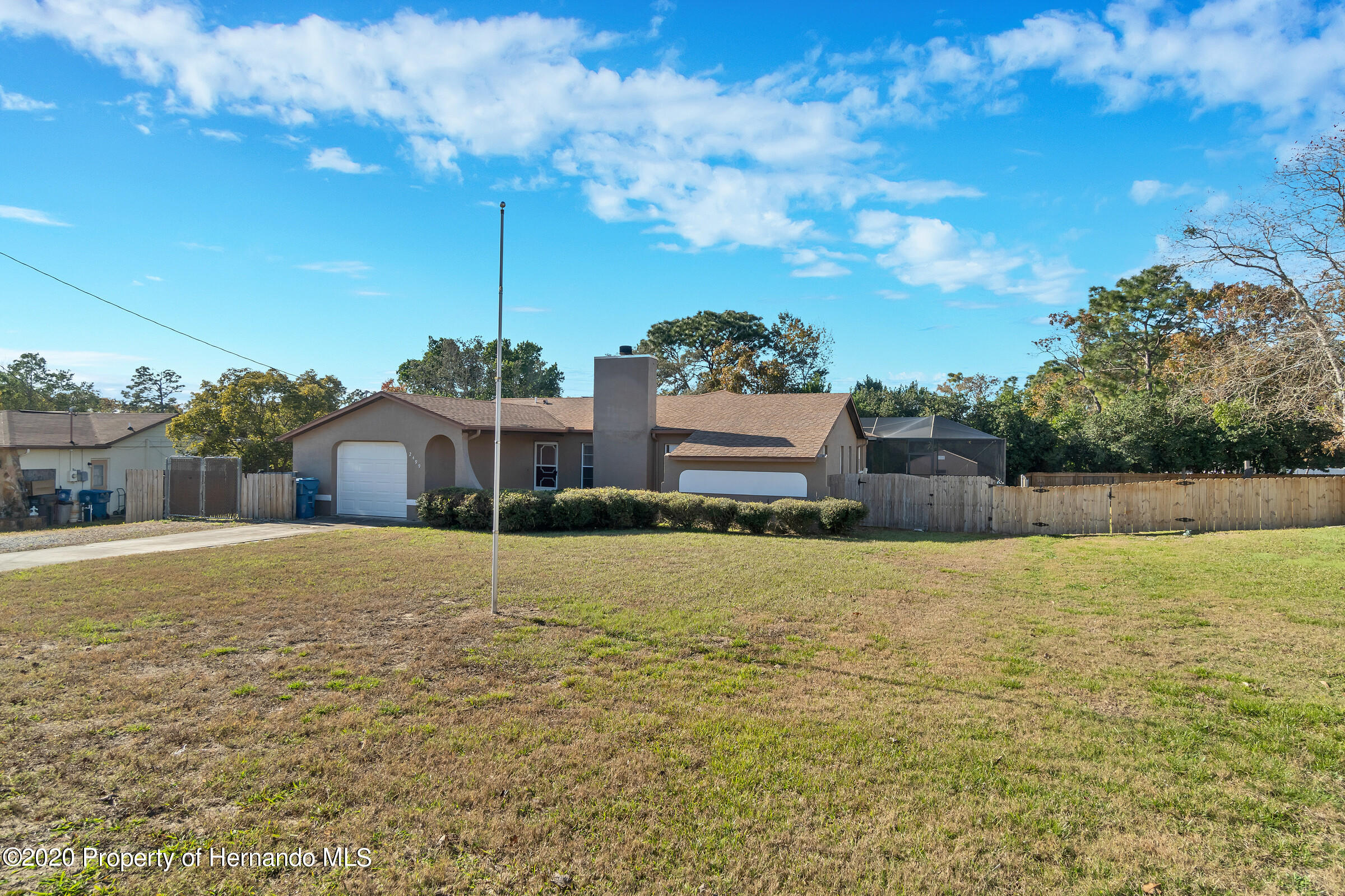 Listing photo id 2 for 2499 Keeport Drive