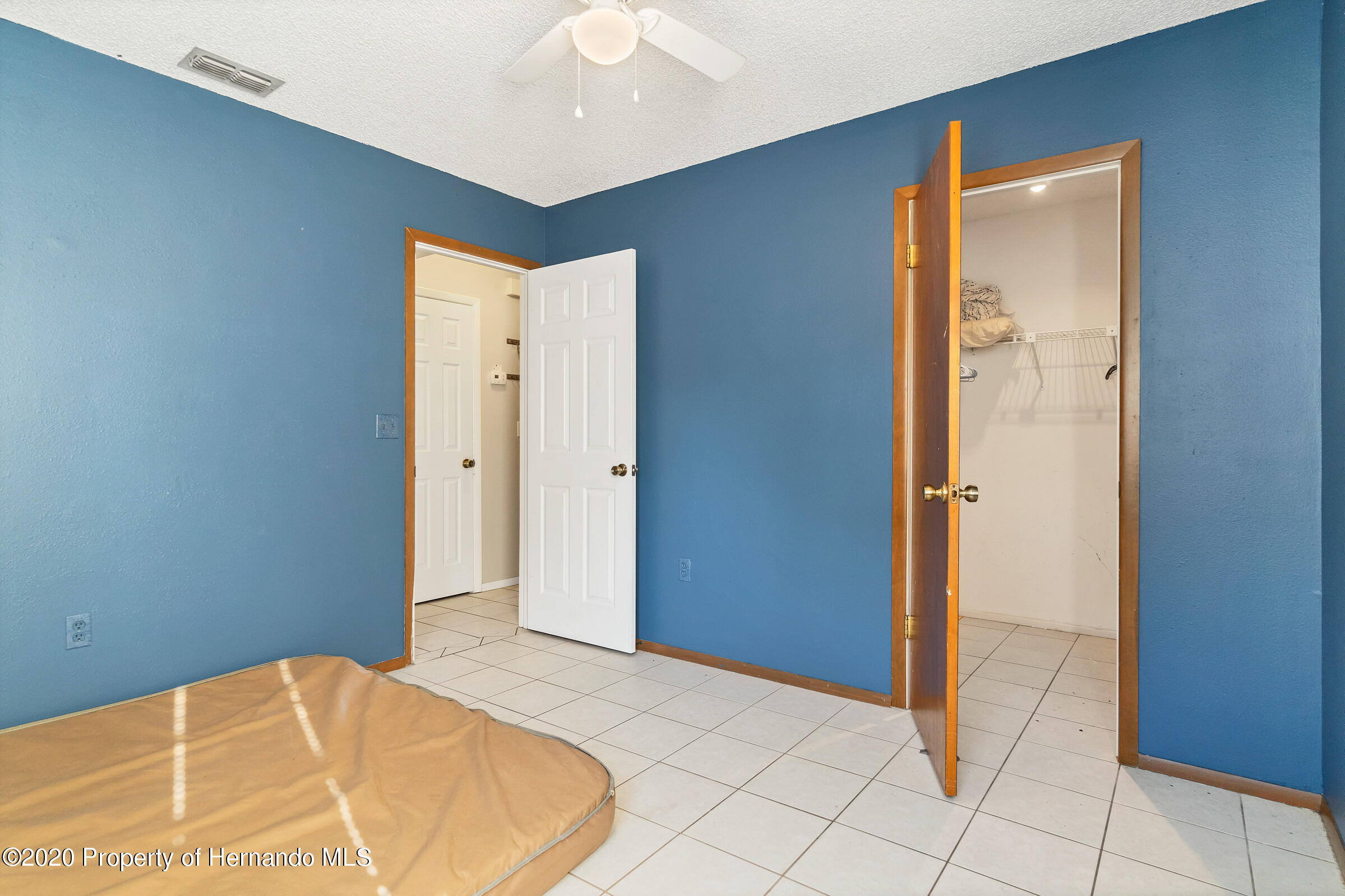 Listing photo id 21 for 2499 Keeport Drive