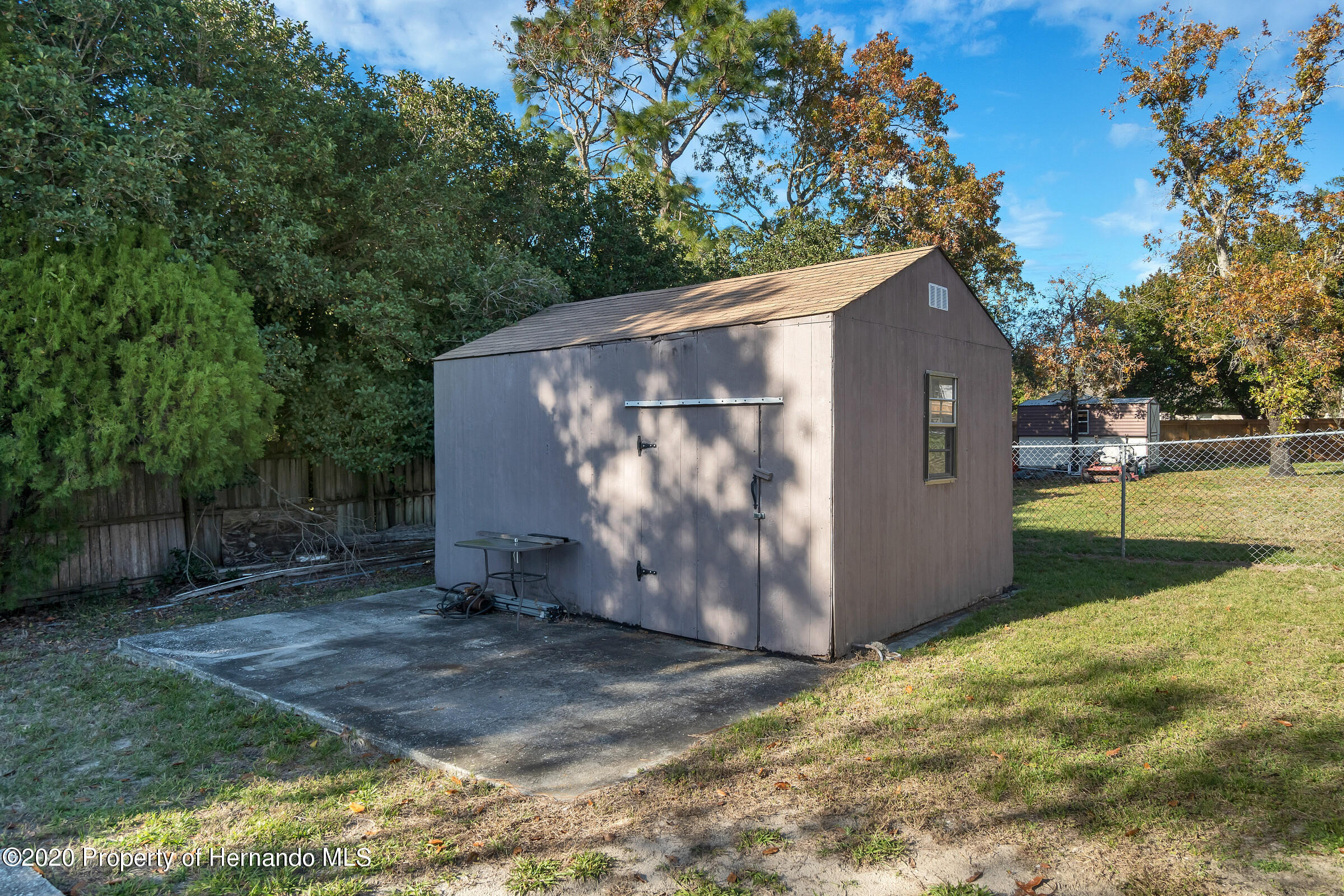 Listing photo id 34 for 2499 Keeport Drive