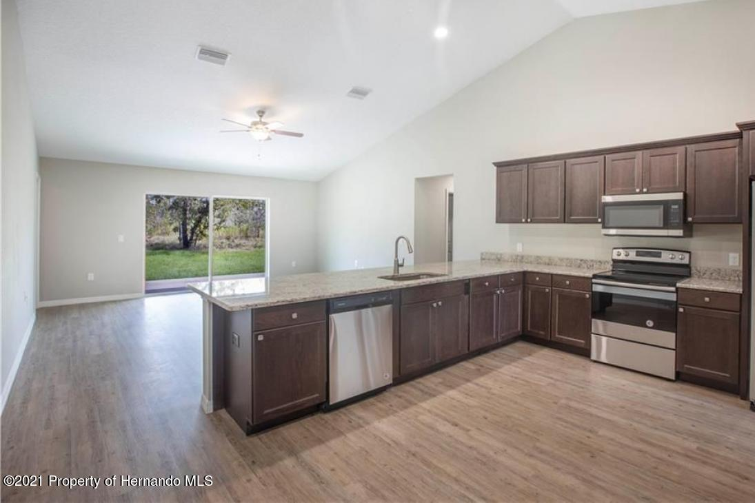 Listing photo id 2 for 13040 Phoebe Court