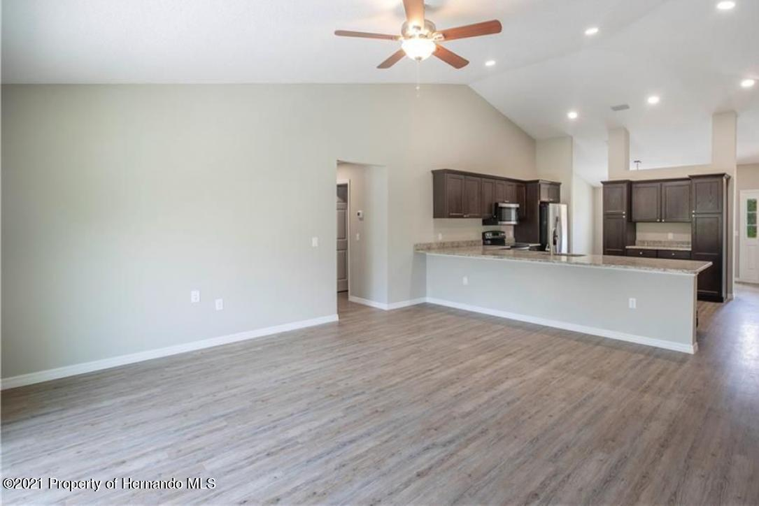 Listing photo id 4 for 13040 Phoebe Court