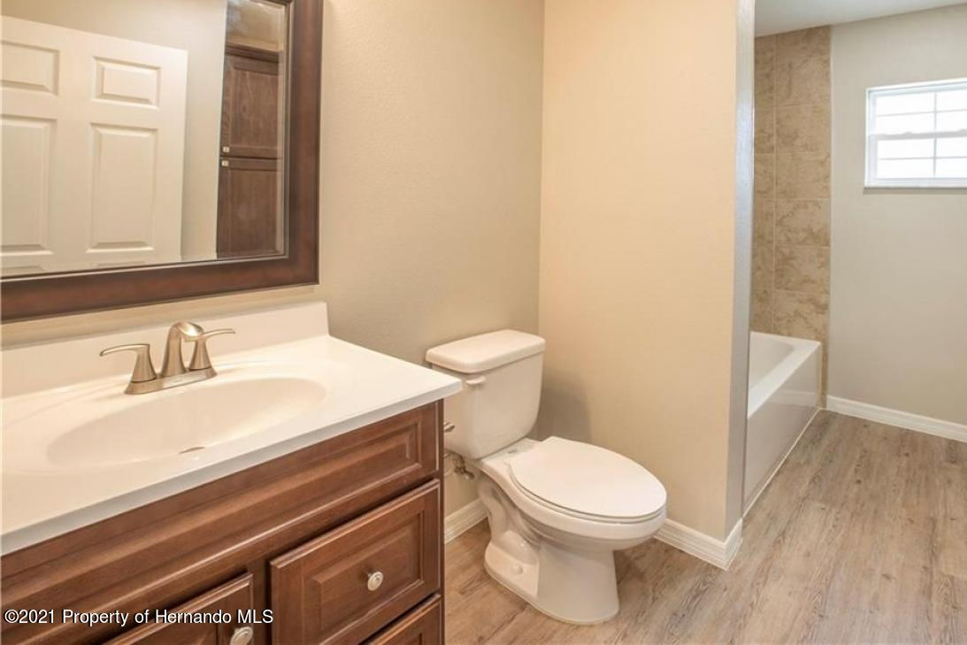 Listing photo id 7 for 13040 Phoebe Court