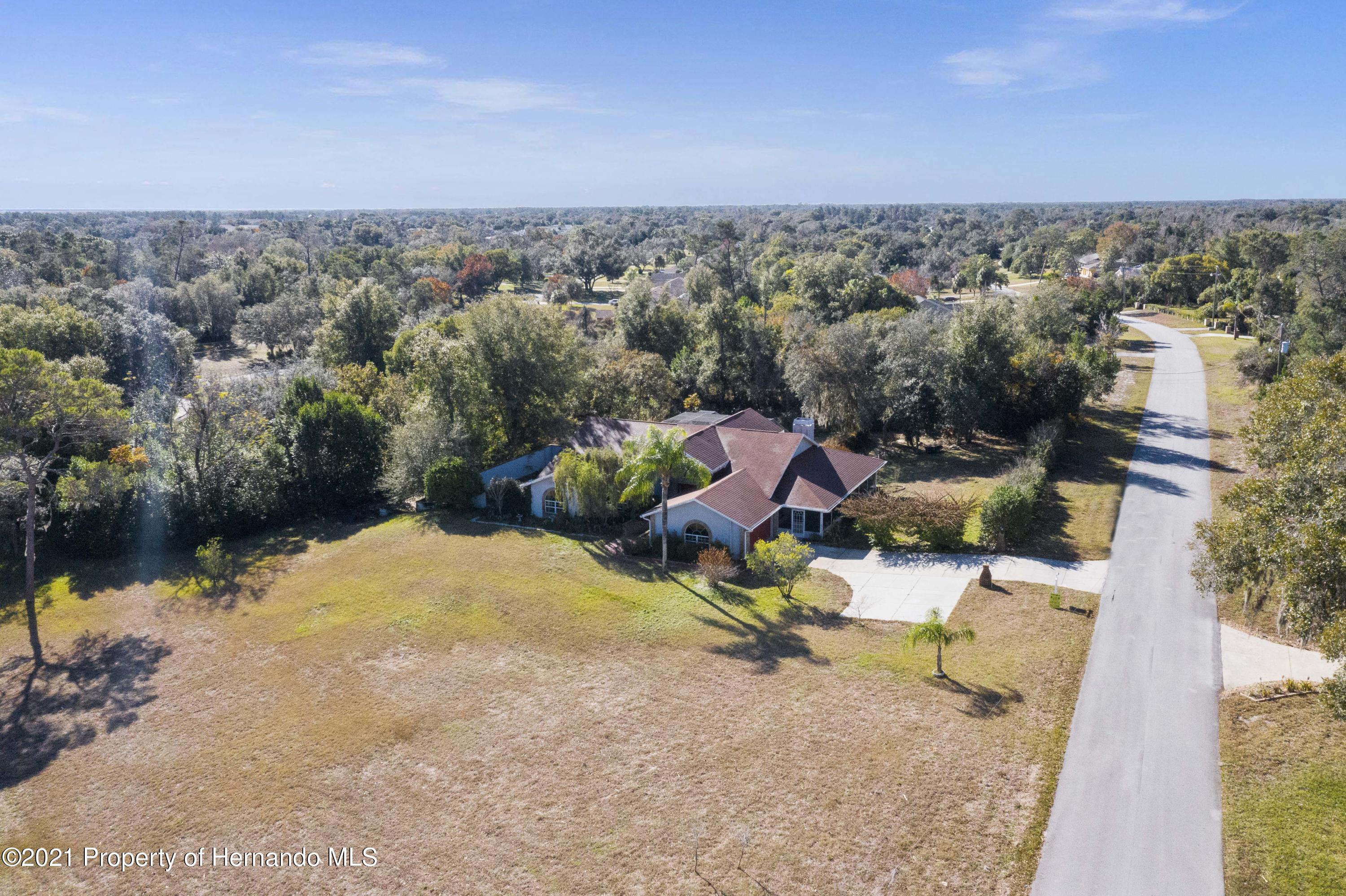Listing photo id 3 for 5348 Sandra Drive