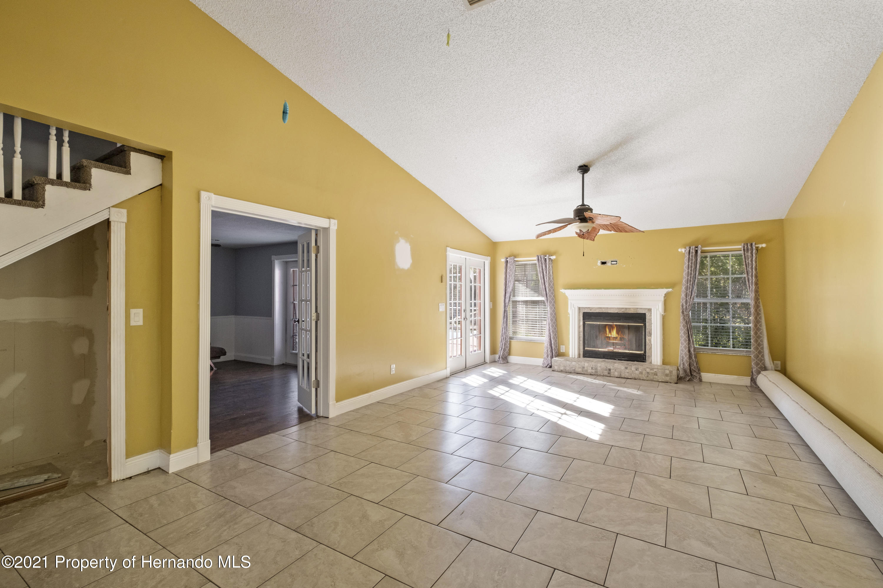 Listing photo id 17 for 5348 Sandra Drive