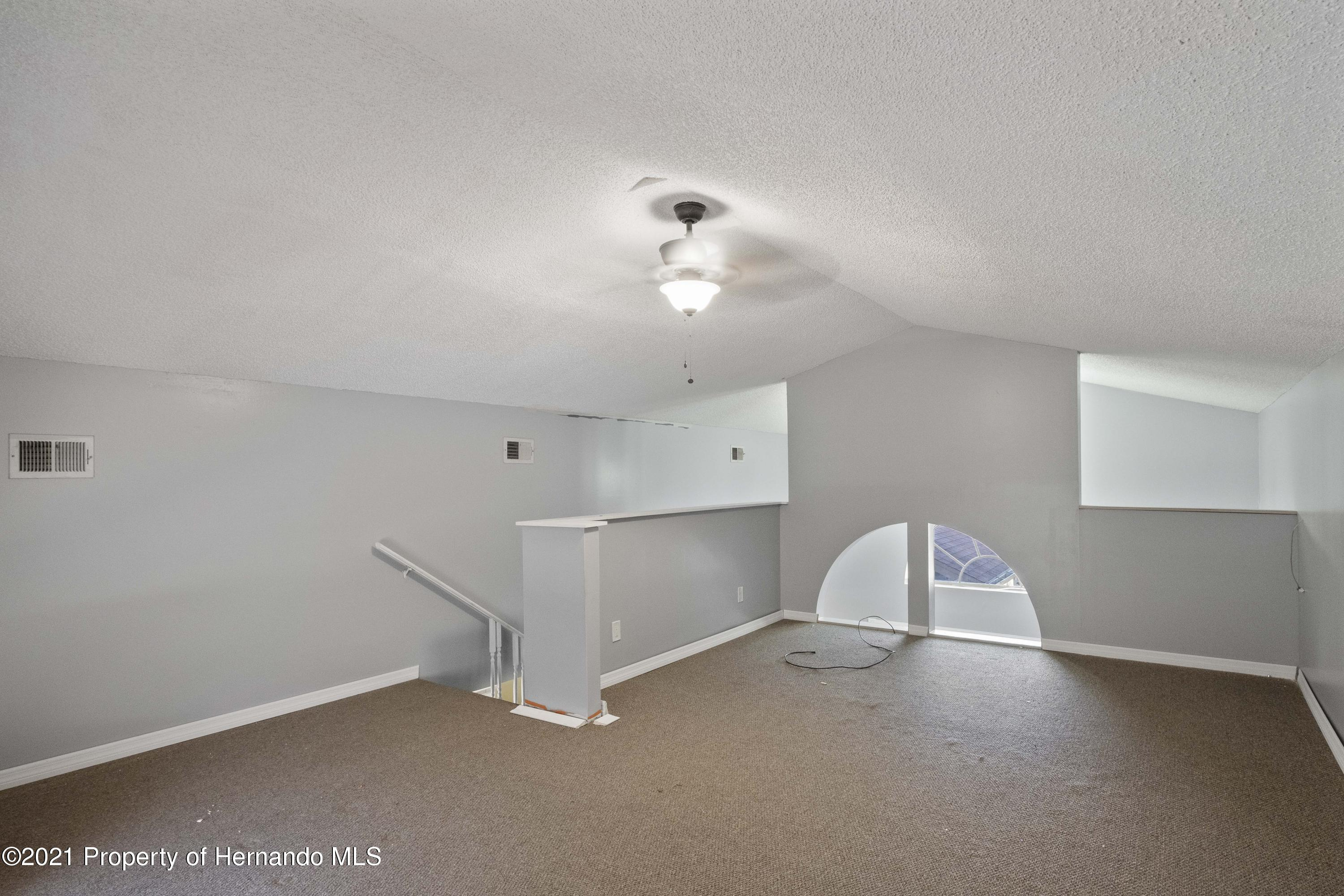 Listing photo id 22 for 5348 Sandra Drive
