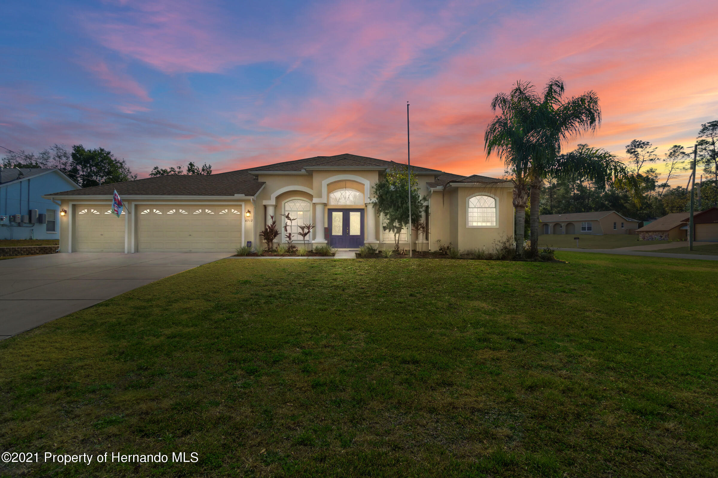 Listing photo id 2 for 6312 Freeport Drive