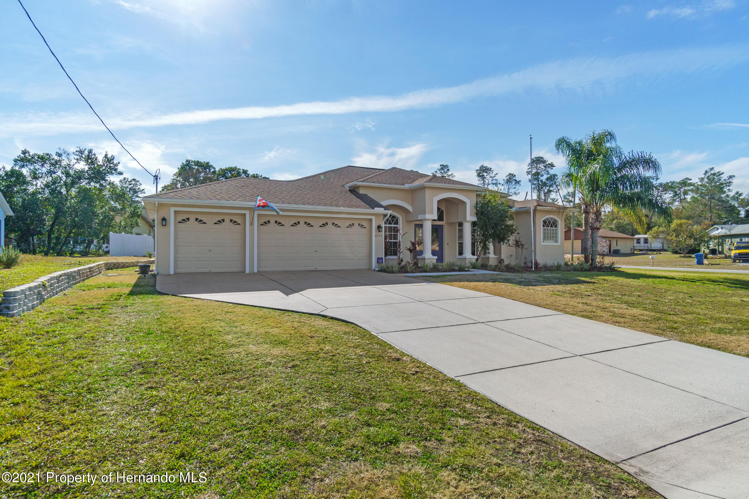 Listing photo id 3 for 6312 Freeport Drive