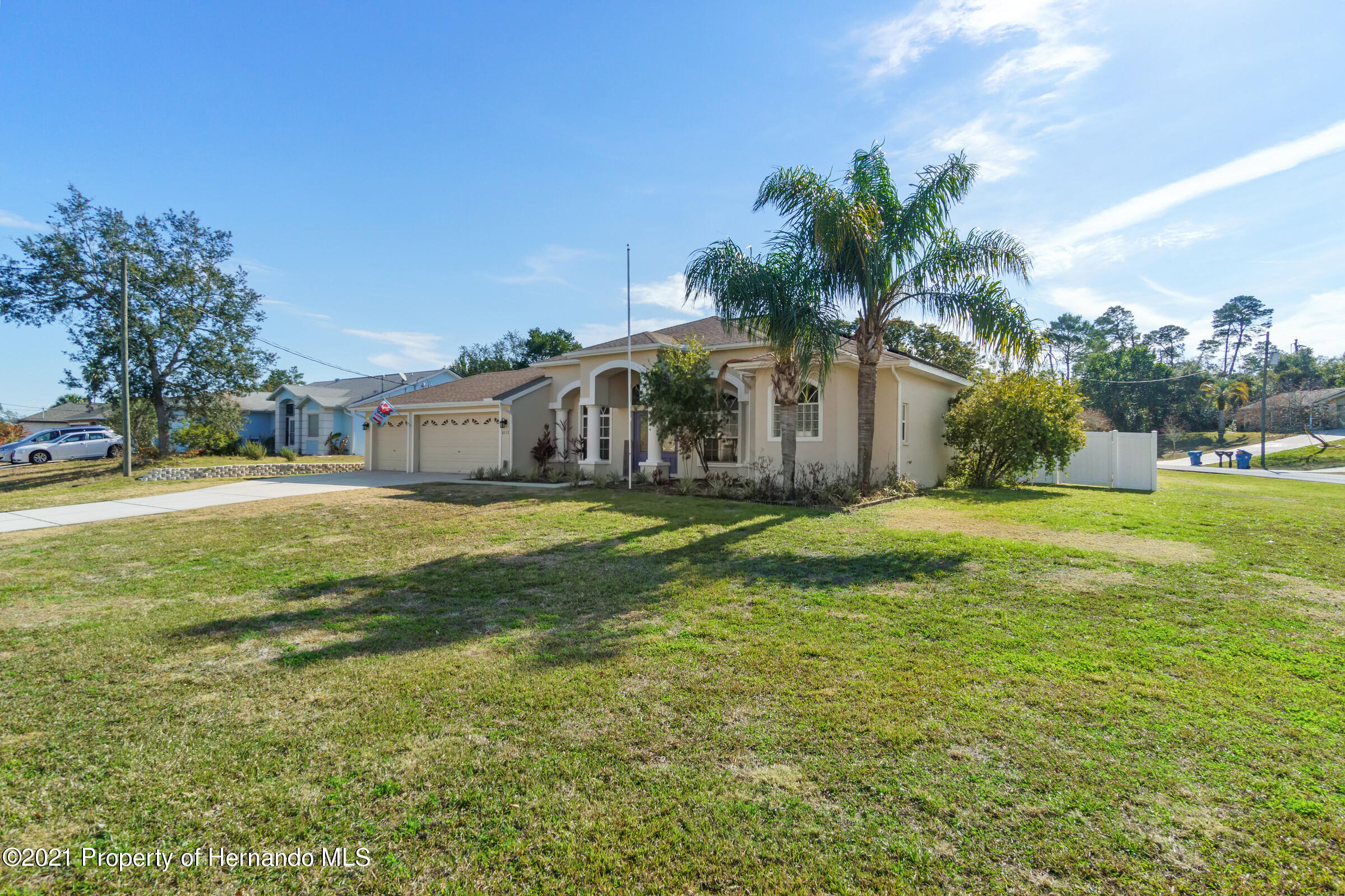 Listing photo id 4 for 6312 Freeport Drive