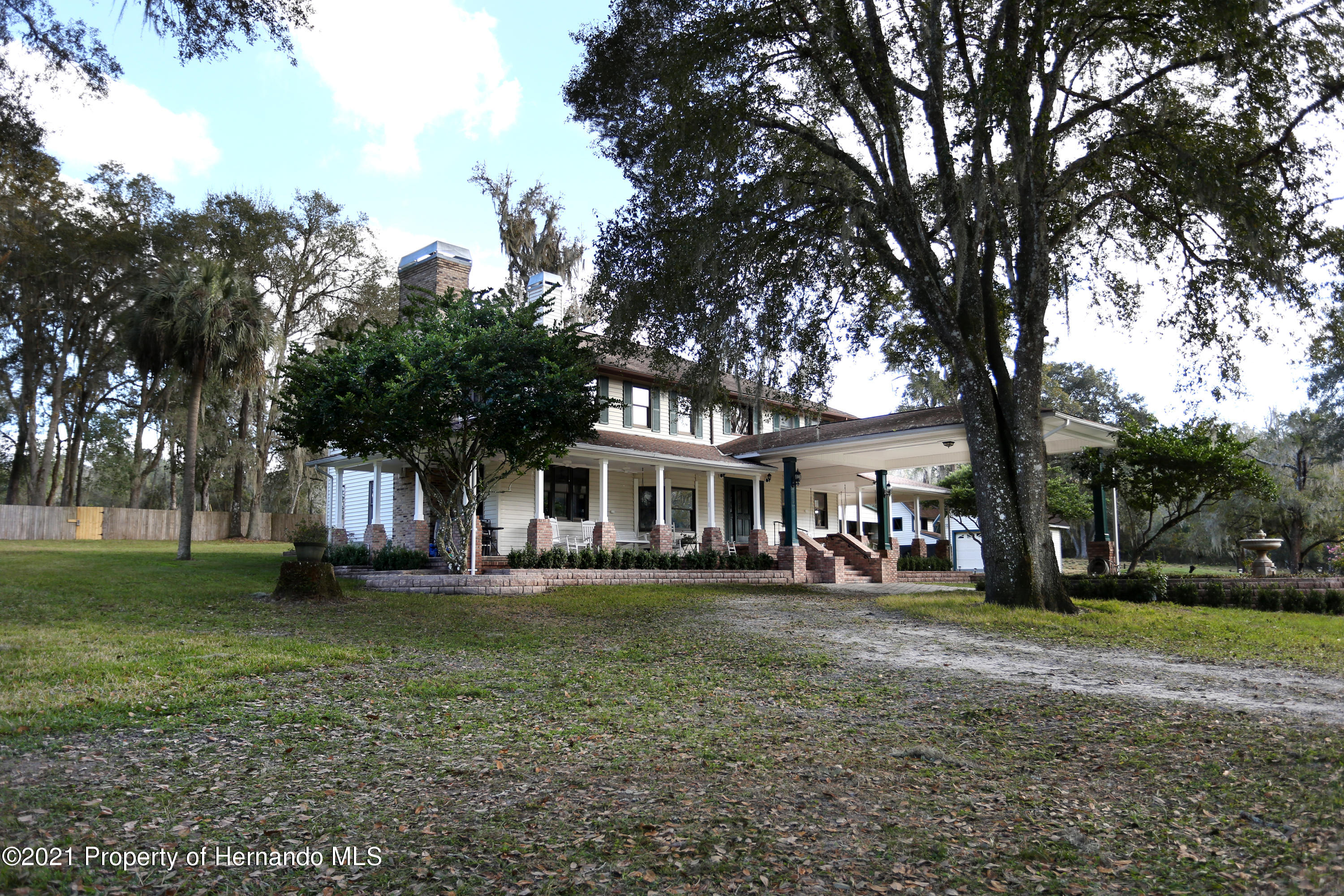 Listing photo id 1 for 5207 Neff Lake Road