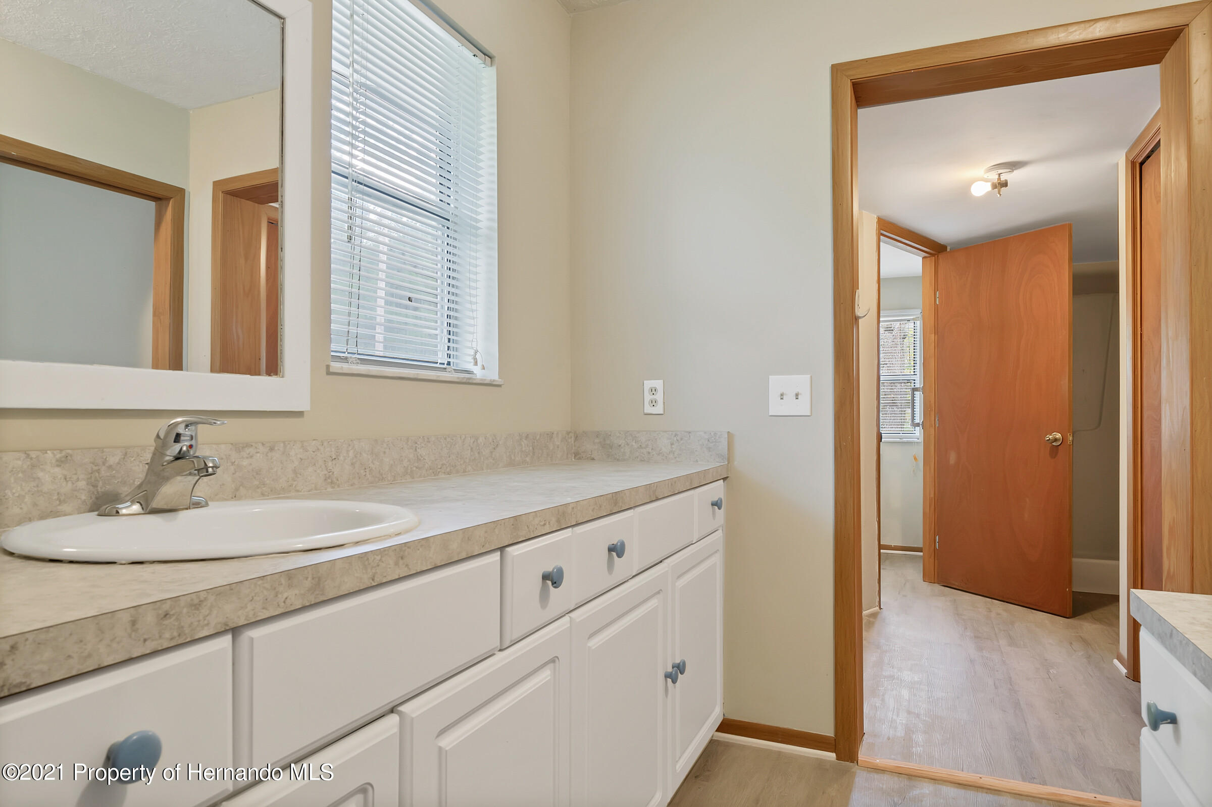 Lisitng Image number7 for 4708 S. Evergreen Avenue