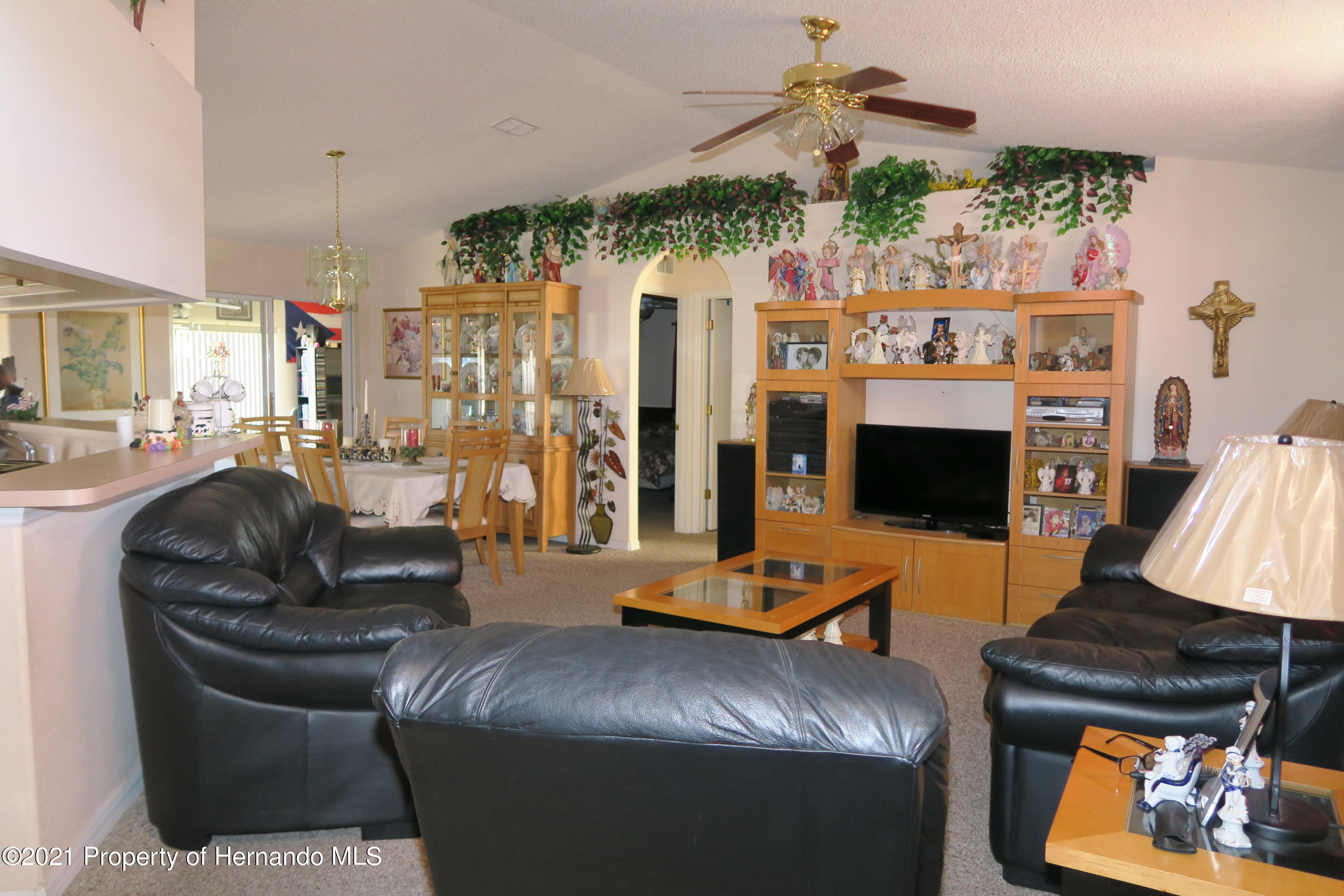Listing photo id 4 for 4490 Gondolier Road