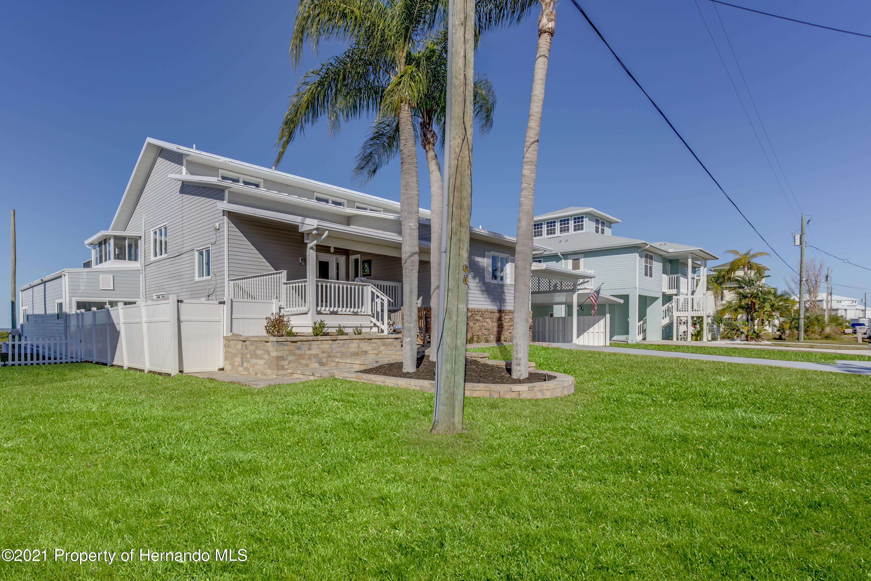 Listing photo id 8 for 4145 Orchid Drive