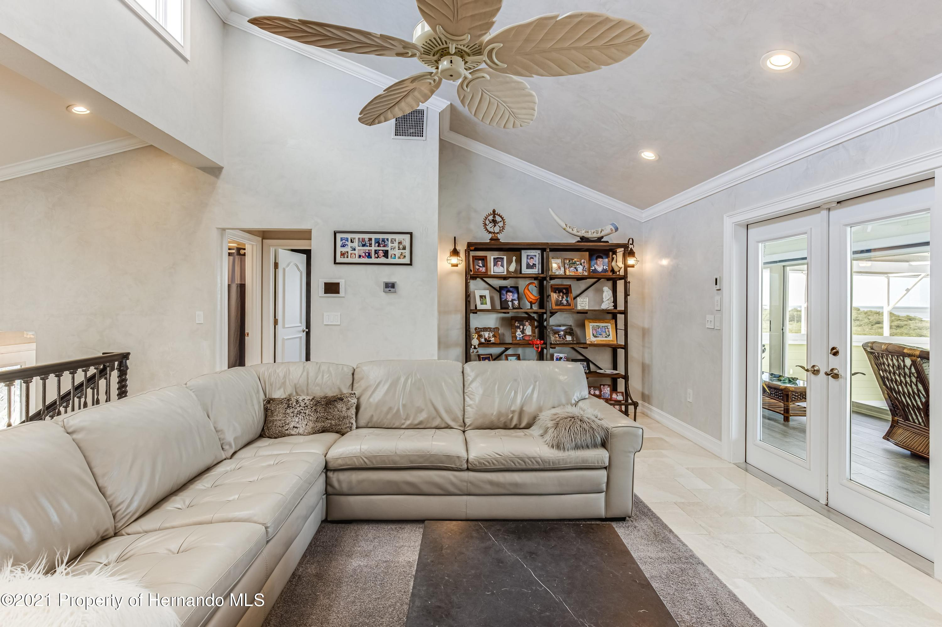 Listing photo id 17 for 4145 Orchid Drive