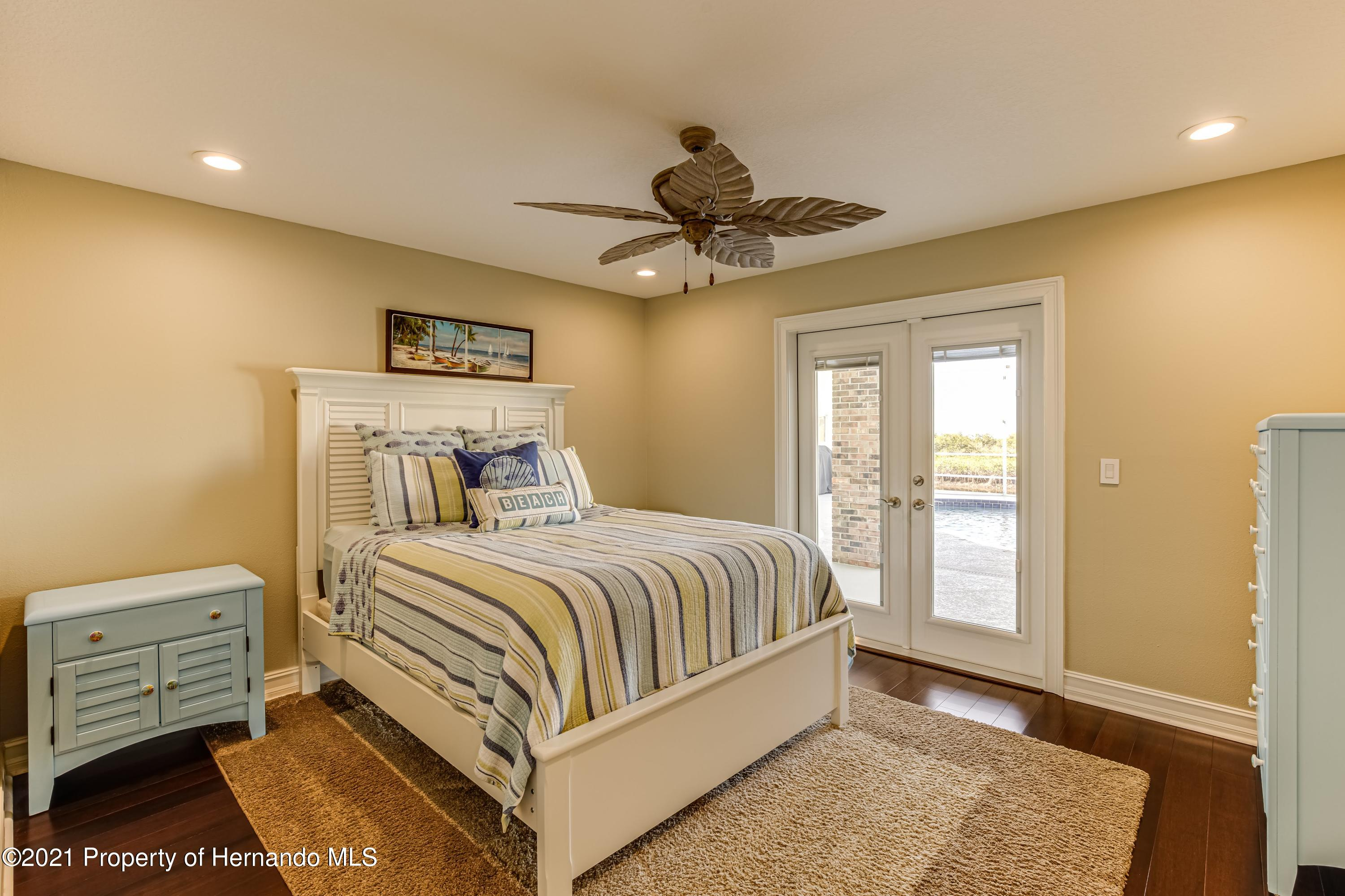 Listing photo id 43 for 4145 Orchid Drive