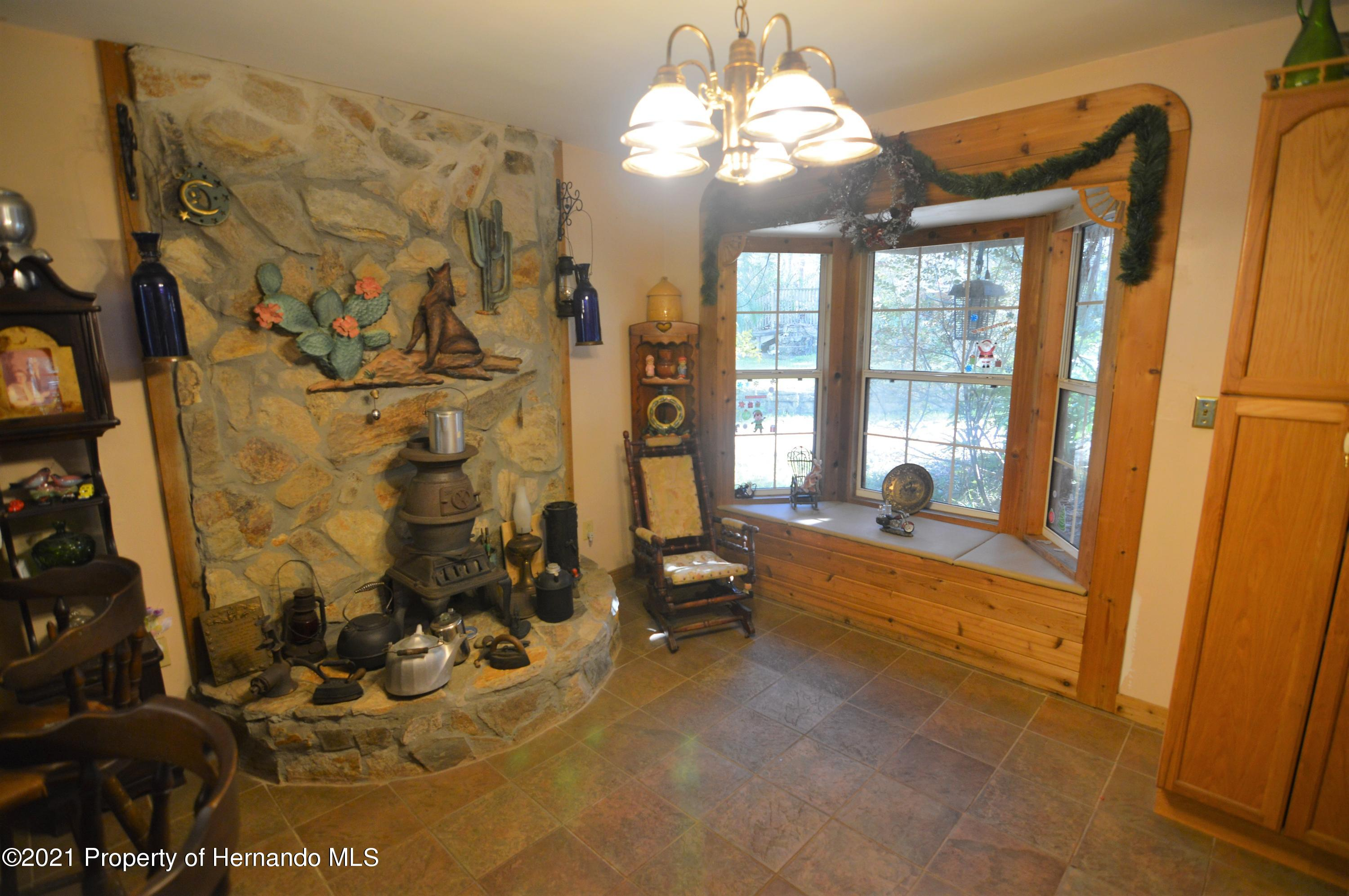 Listing photo id 7 for 22425 Cheraton Road