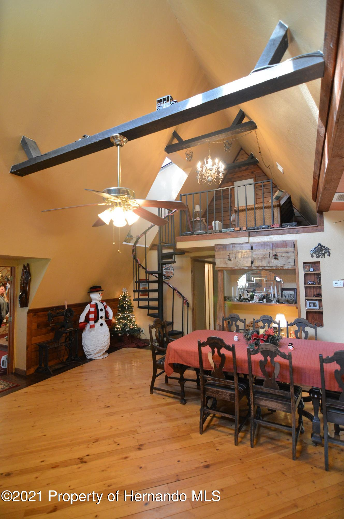 Listing photo id 12 for 22425 Cheraton Road