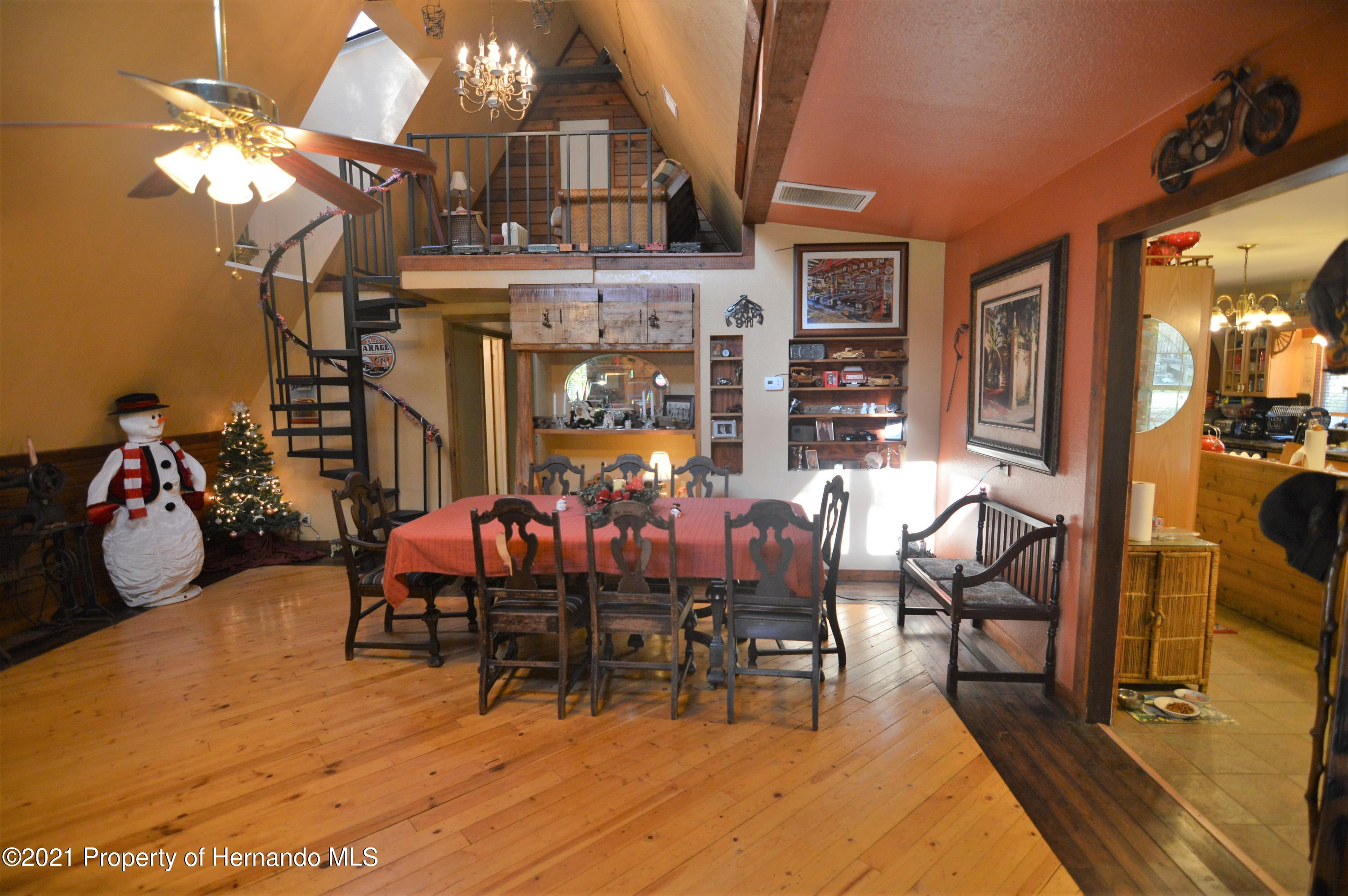 Listing photo id 13 for 22425 Cheraton Road