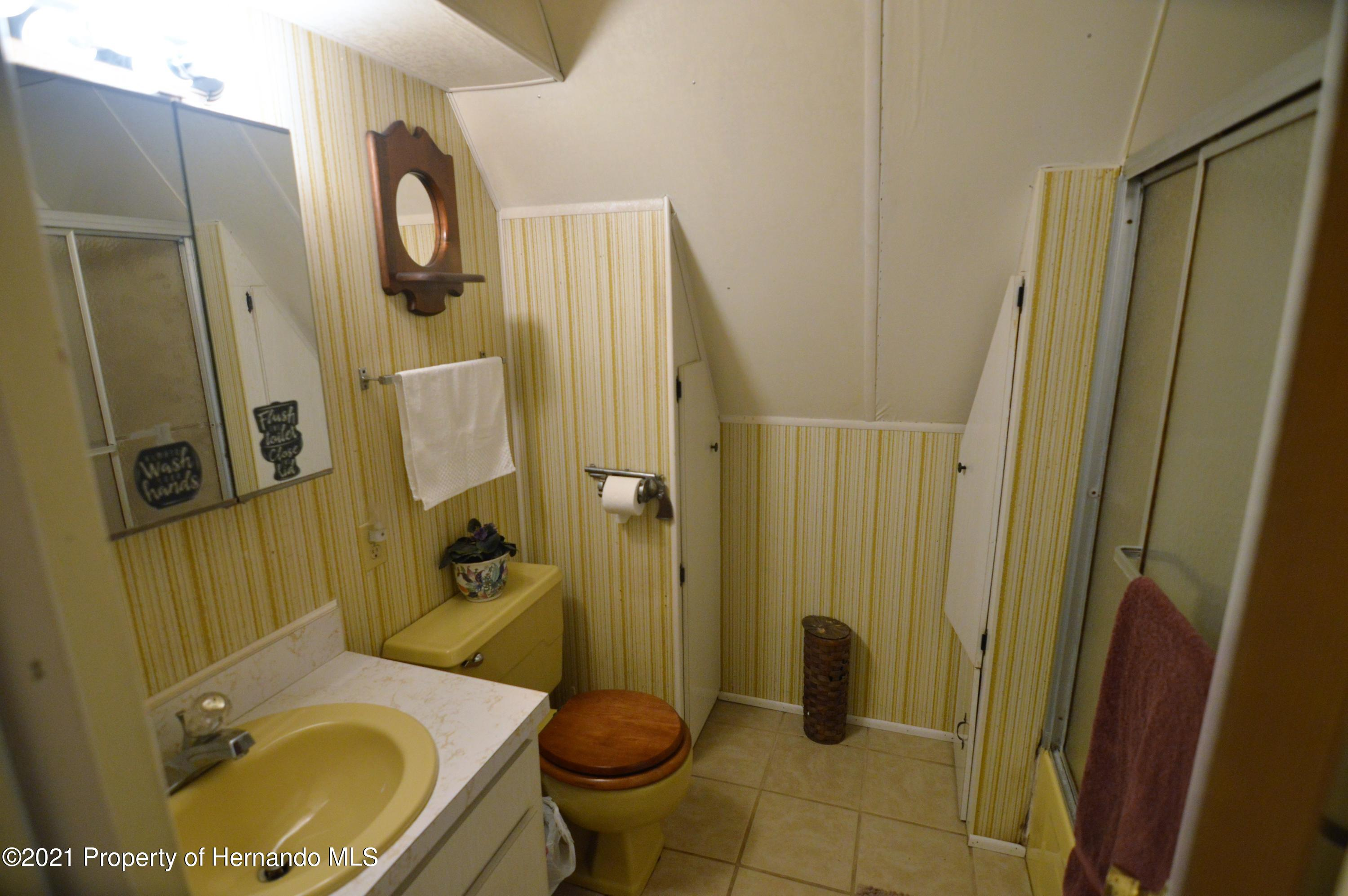 Listing photo id 22 for 22425 Cheraton Road