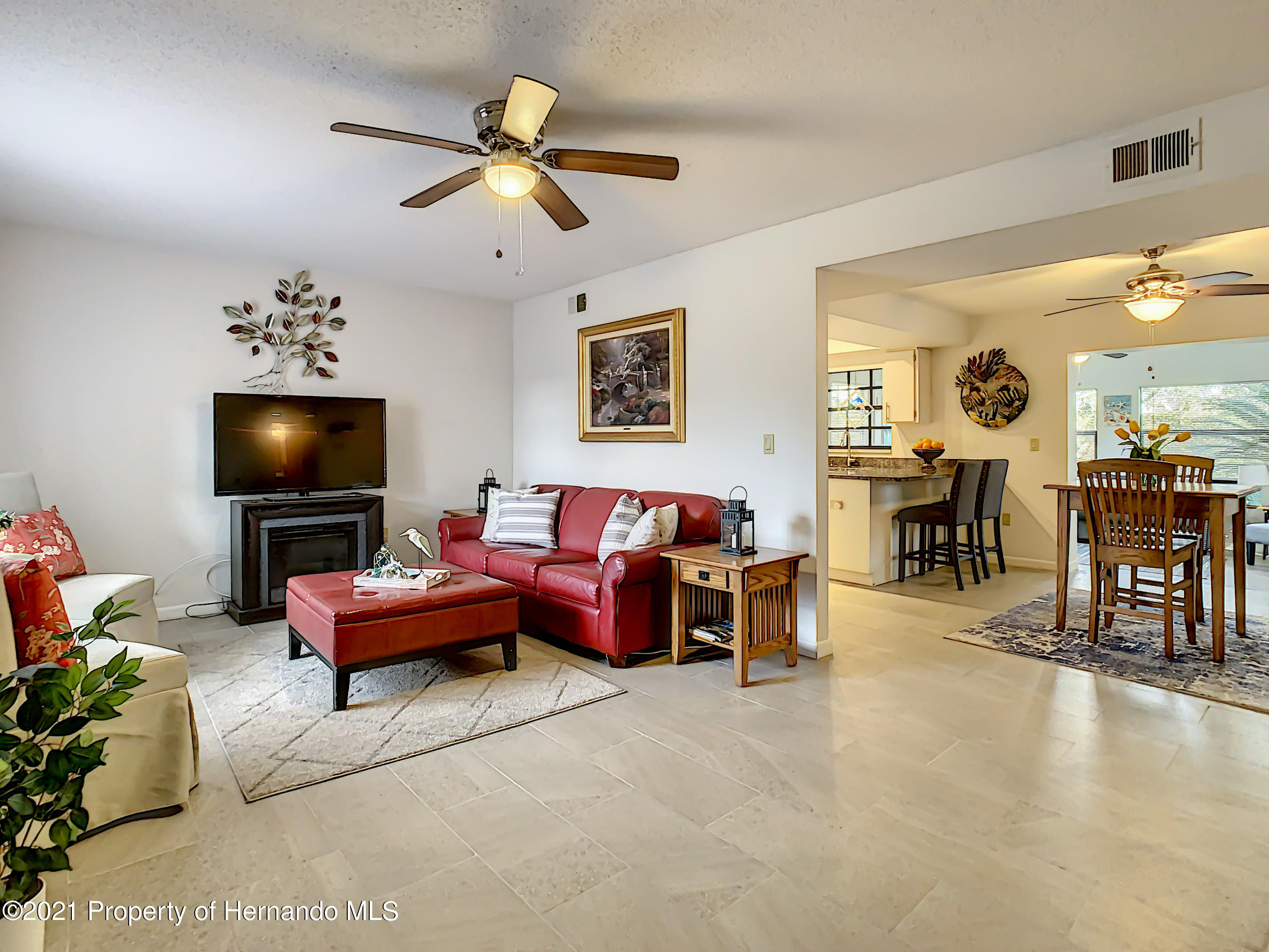 Listing photo id 2 for 7122 Lexington Circle