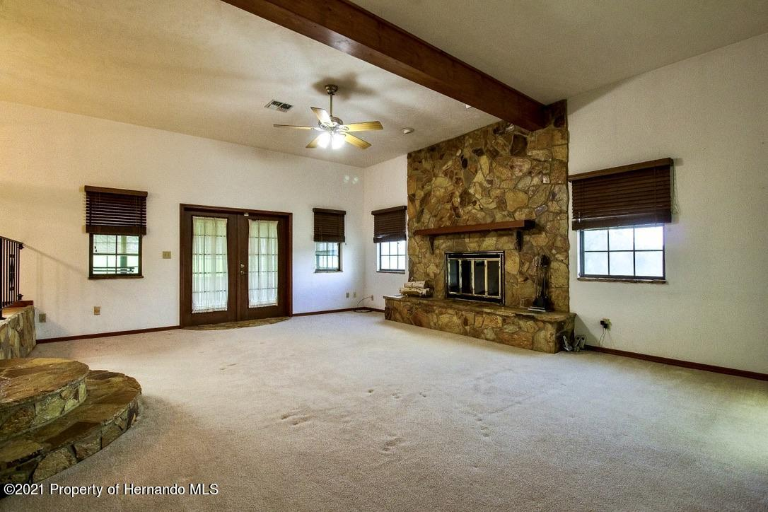 Listing photo id 5 for 7323 Griffin Road