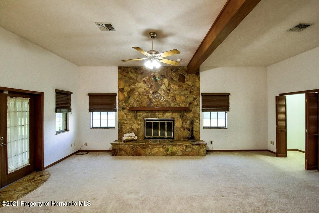 Listing photo id 6 for 7323 Griffin Road
