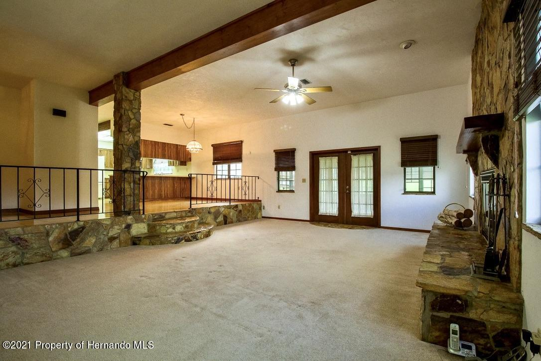 Listing photo id 7 for 7323 Griffin Road
