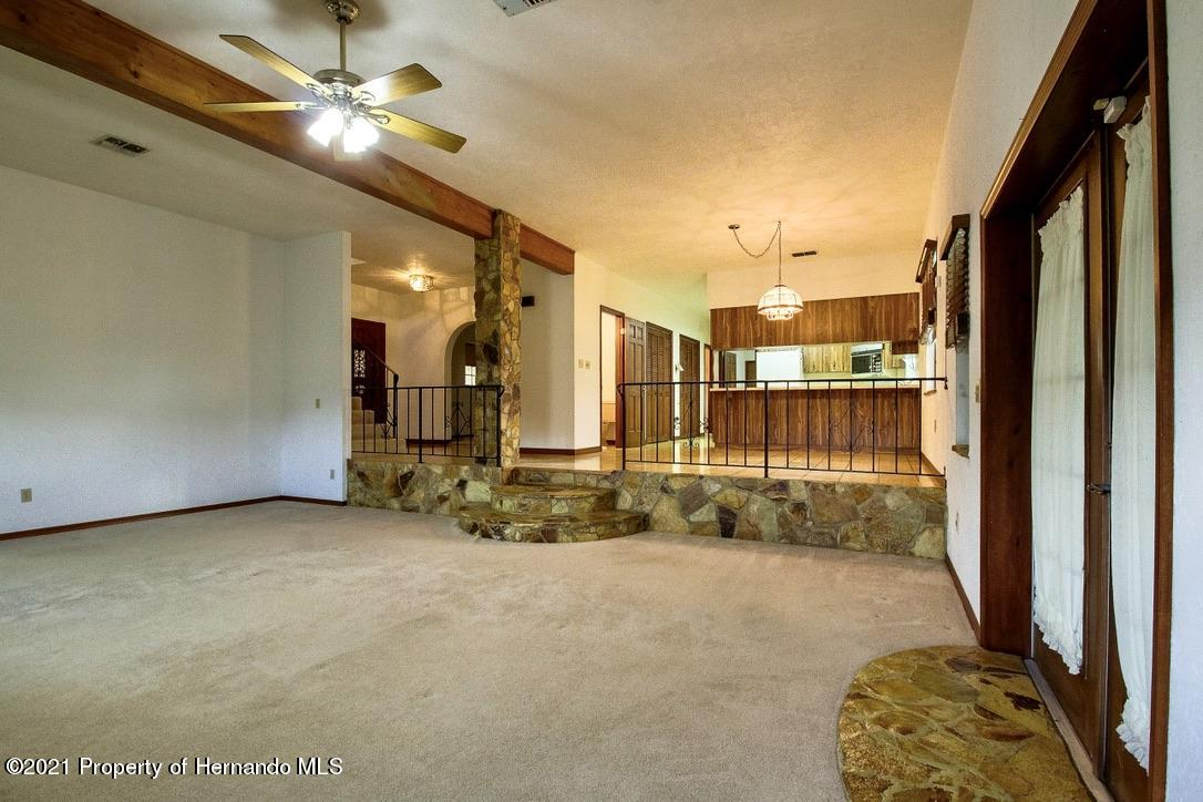 Listing photo id 8 for 7323 Griffin Road