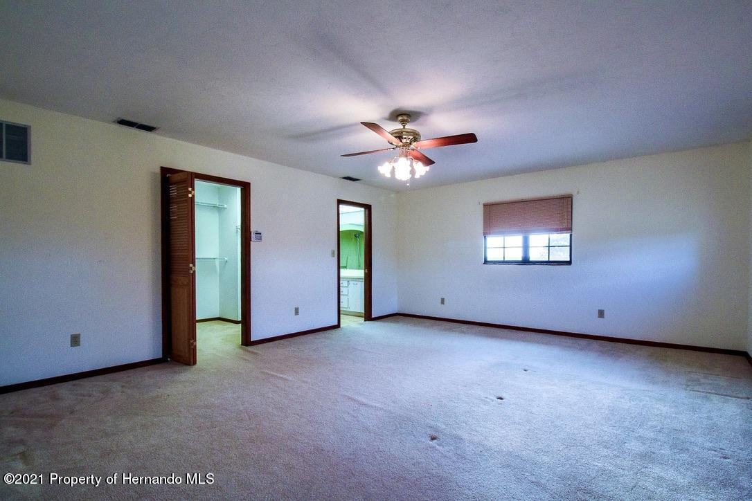 Listing photo id 14 for 7323 Griffin Road