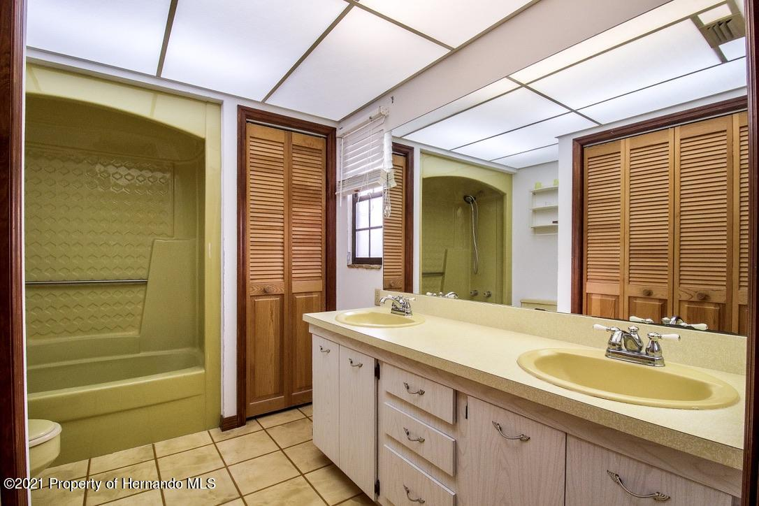 Listing photo id 16 for 7323 Griffin Road