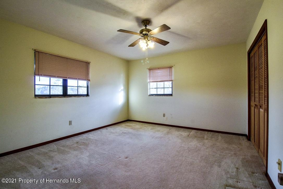 Listing photo id 24 for 7323 Griffin Road