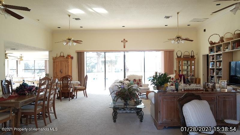 Listing photo id 15 for 10013 Twelve Oaks Court