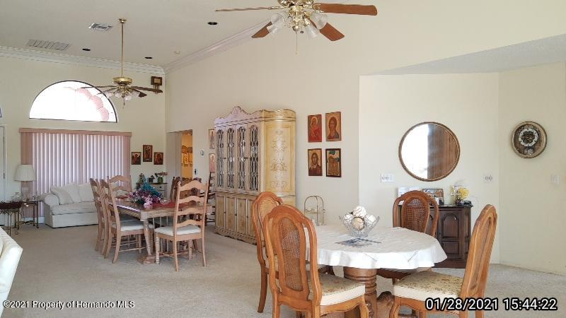 Listing photo id 32 for 10013 Twelve Oaks Court