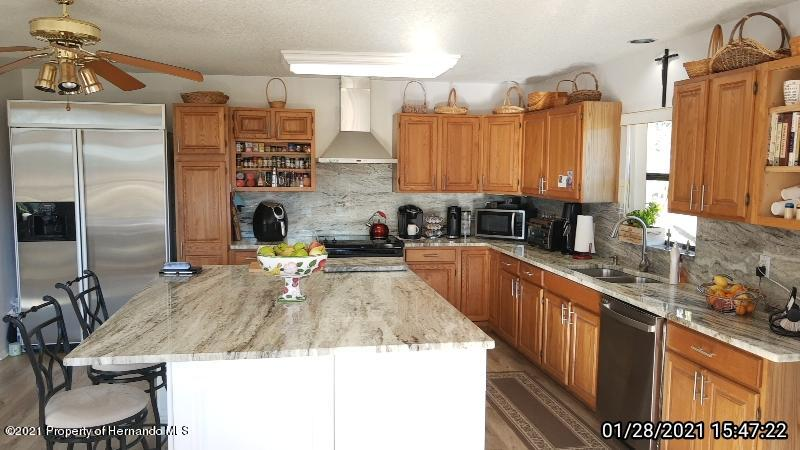 Listing photo id 3 for 10013 Twelve Oaks Court