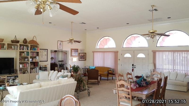 Listing photo id 39 for 10013 Twelve Oaks Court